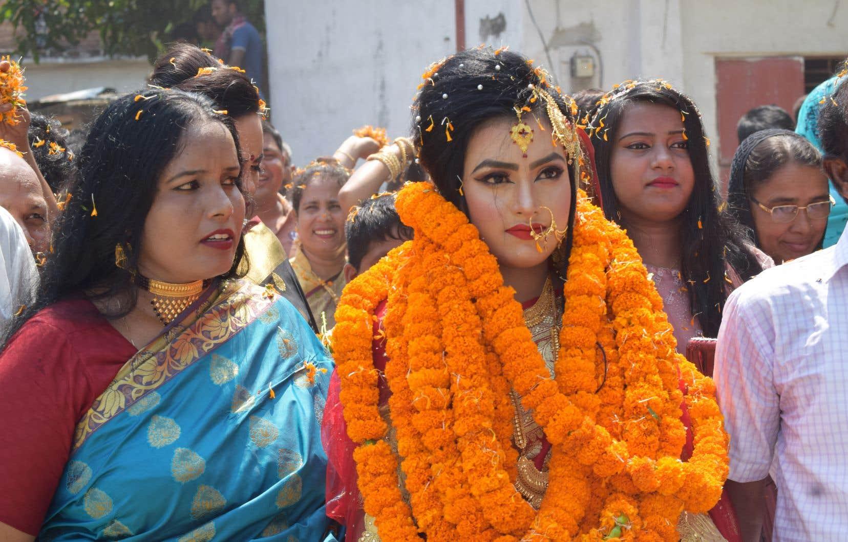 Les images du mariage sont devenues virales sur Internet, suscitant des débats animés sur les réseaux sociaux.
