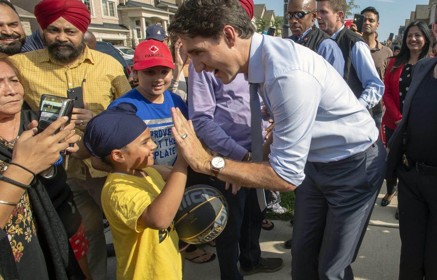 Justin Trudeau et son équipe se sont arrêtés dimanche à Brampton, dans la grande région de Toronto, pour rencontrer des familles ontariennes.
