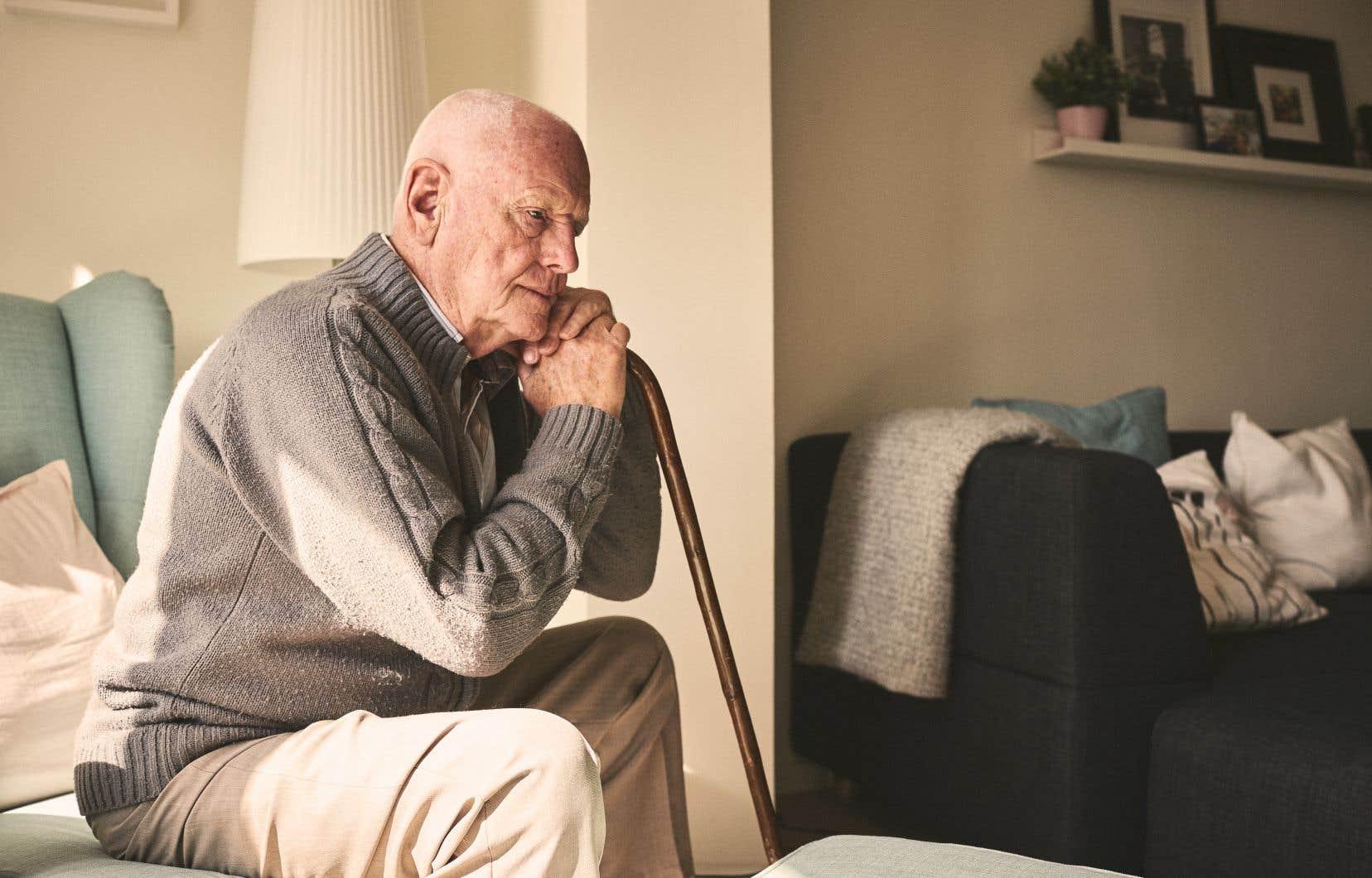 Près de 9 aînés sur 10 vivent en ménage privé, ce qui pourrait expliquer l'isolement. Mais les 10% qui demeurent en ménages collectifs, comme les centres d'hébergement, n'échappent pas au phénomène.
