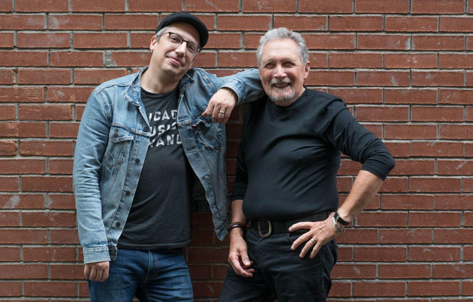 Jacques Michel et Andre Papanicolaou sont vraiment très contents de l'album «Tenir» qu'ils viennent présenter, et cela se sent et s'entend autant que cela se voit.