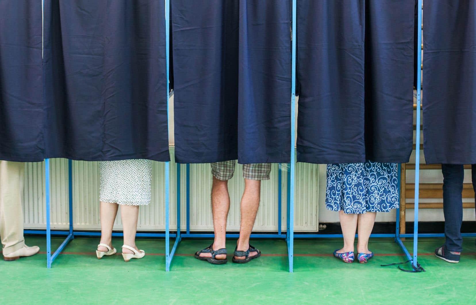 La nouvelle formule corrigerait la grave distorsion entre le choix politique de l'électorat et le résultat des élections selon notre mode de scrutin actuel, le mode majoritaire uninominal à un tour.