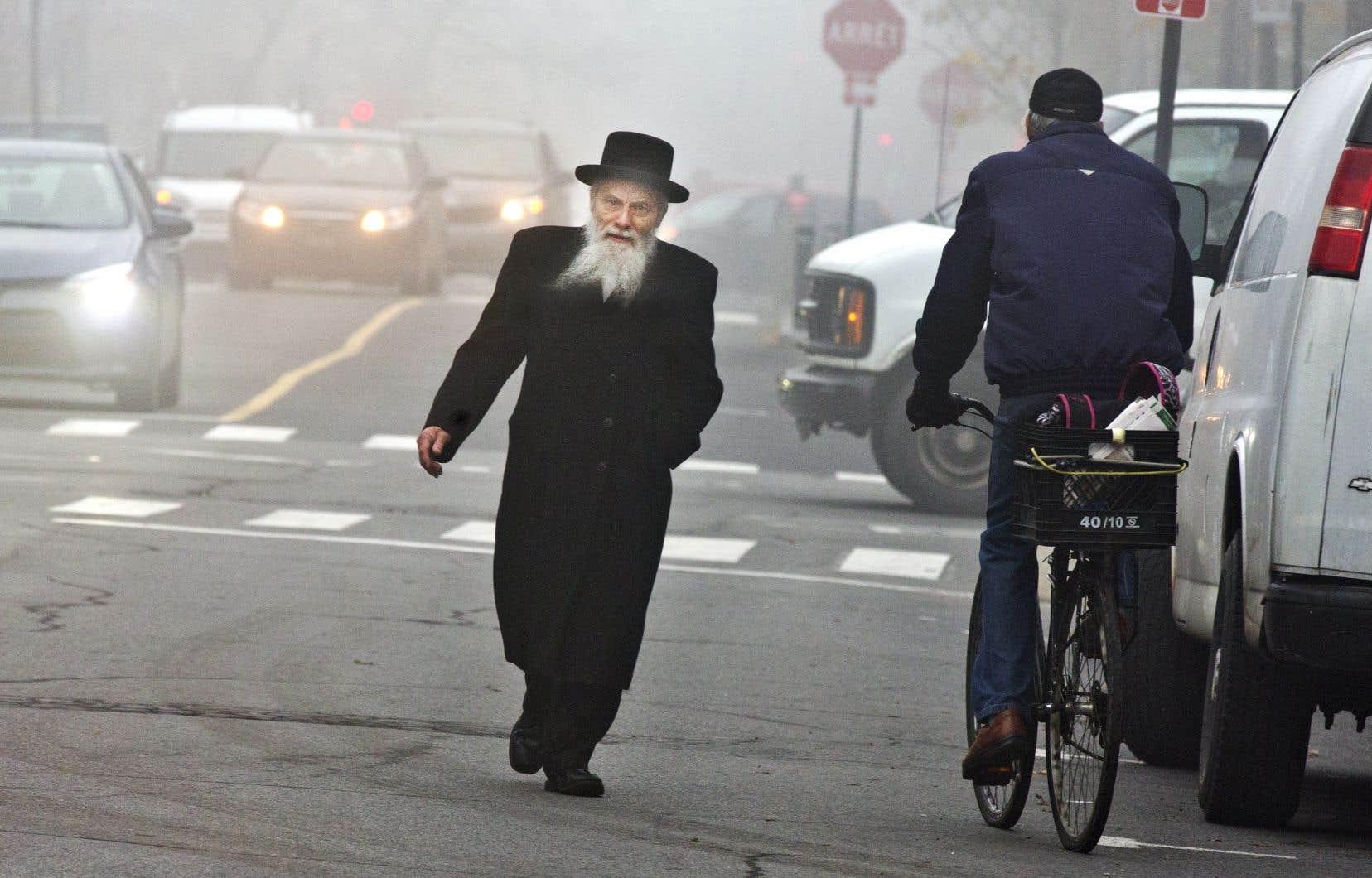 Une scène d'Outremont, à Montréal, où de nombreux juifs hassidiques se sont établis, formant une communauté bien visible.