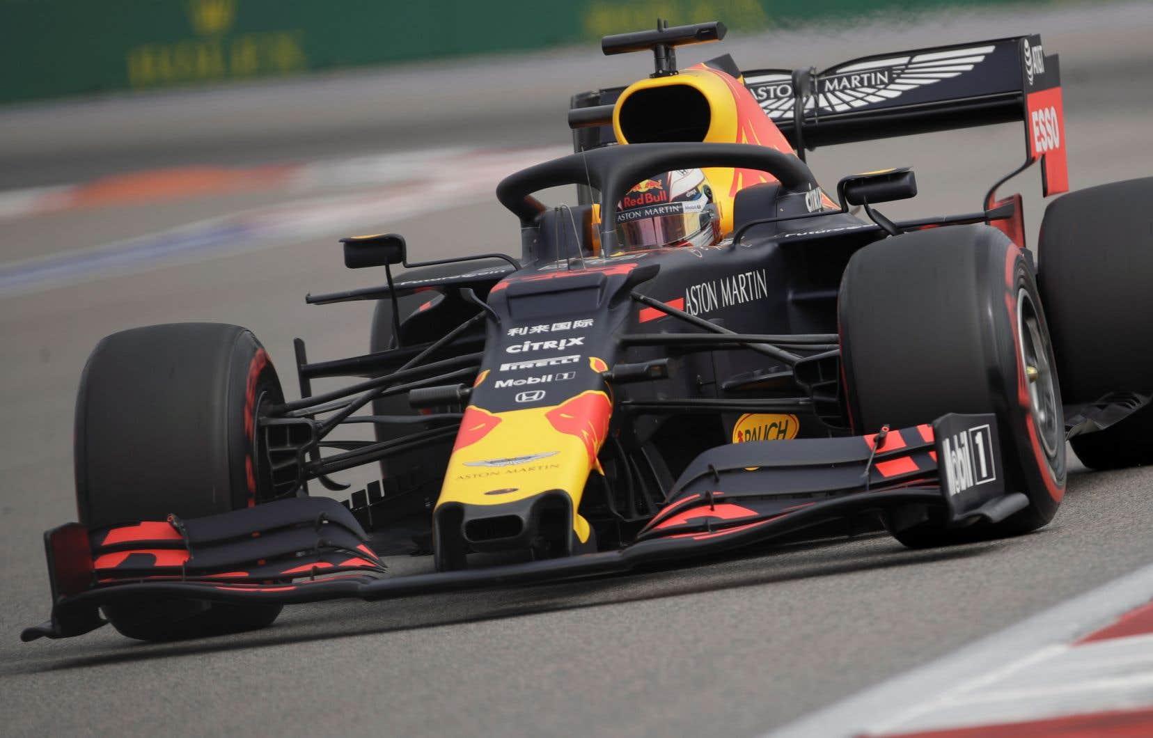 Max Verstappen a devancé Leclerc de trois dixièmes de seconde tandis que Valtteris Bottas s'est classé troisième.