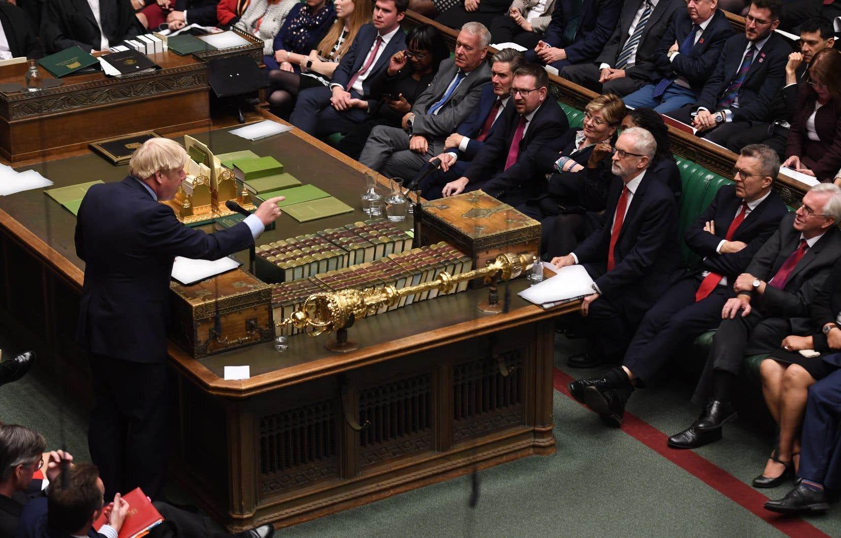 Début septembre, Boris Johnson avait conseillé à la reine de suspendre les activités de Westminster.
