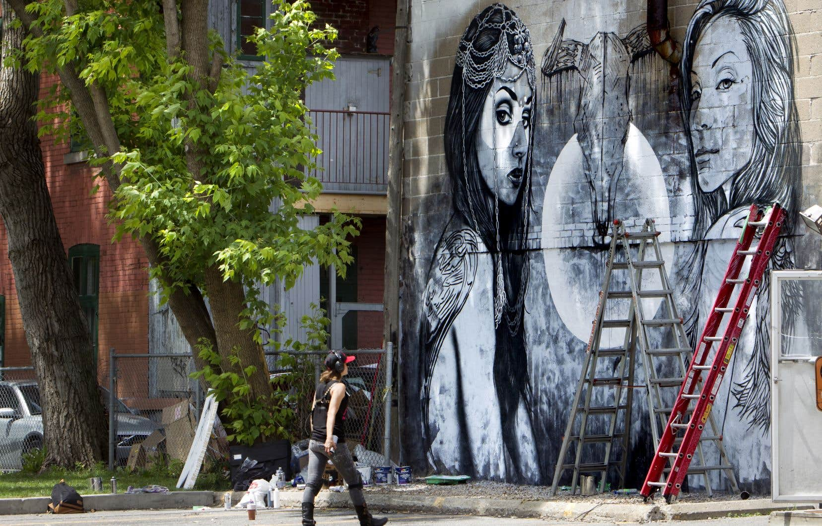 """Sous la lorgnette du droit à la ville, la cité «est une """"œuvre"""" qui émerge directement des pratiques des habitants», écrit Julien Simard, rapportant la pensée d'Henri Lefebvre."""