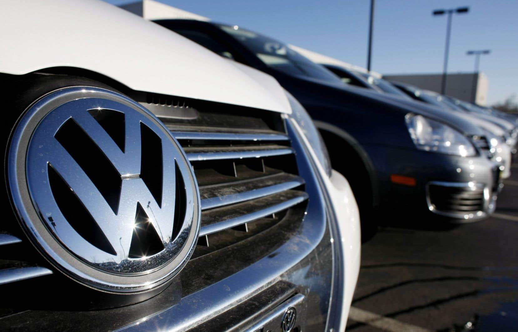Le groupe automobile est accusé d'avoir délibérément nui à ses clients en installant à leur insu un logiciel faisant paraître le véhicule moins polluant qu'il ne l'est en réalité.