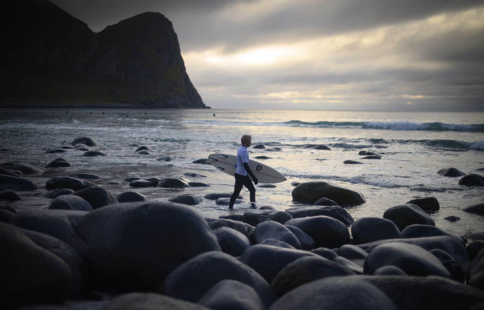 Le rendez-vous est sportif mais aussi convivial pour ces surfeurs qui ne craignent pas l'eau glaciale.