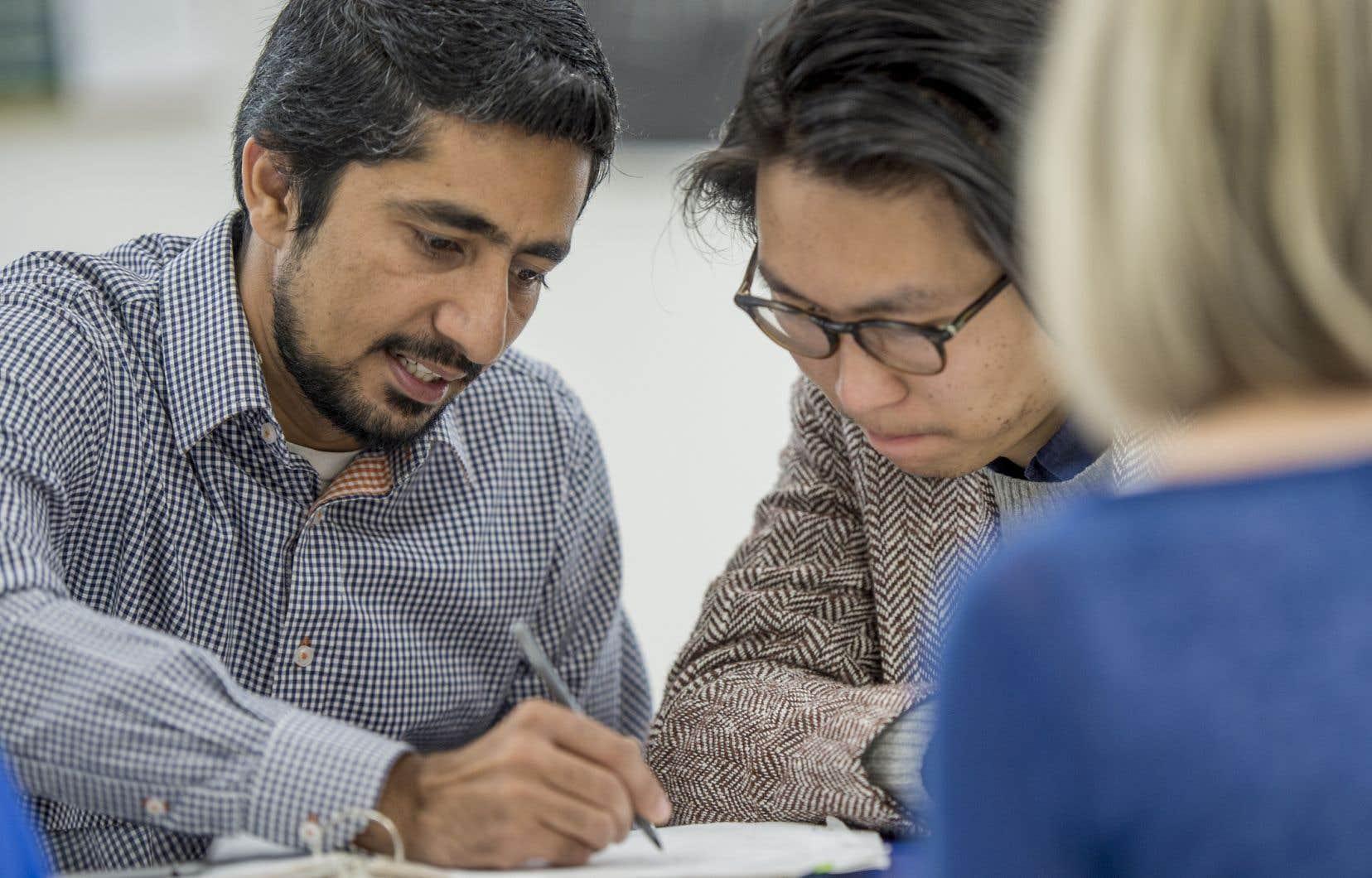 Du côté des élèves, certains critères peuvent jouer en faveur d'une meilleure intégration scolaire. Par exemple, s'ils savent déjà lire et écrire, ce sera généralement plus facile.
