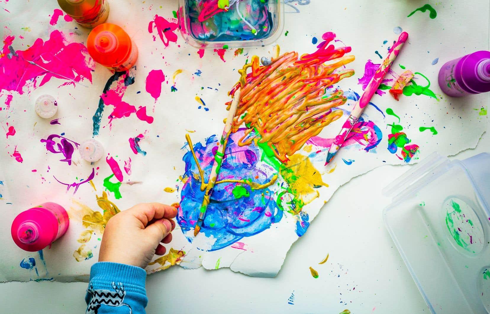 Le rapport Rioux recommande d'intégrer les arts à l'éducation et d'instaurer un encadrement nécessaire à la réussite de cette intégration.