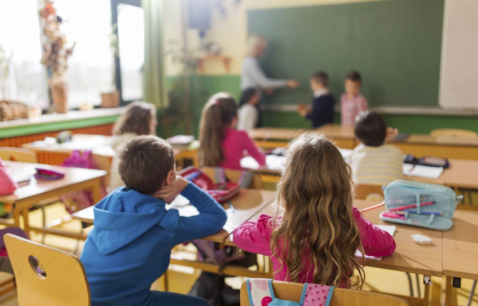 Le ministre de l'Éducation du Québec, Jean-François Roberge, a révélé qu'il manquait 360 enseignants pour combler les besoins dans les écoles québécoises au 1erseptembre.