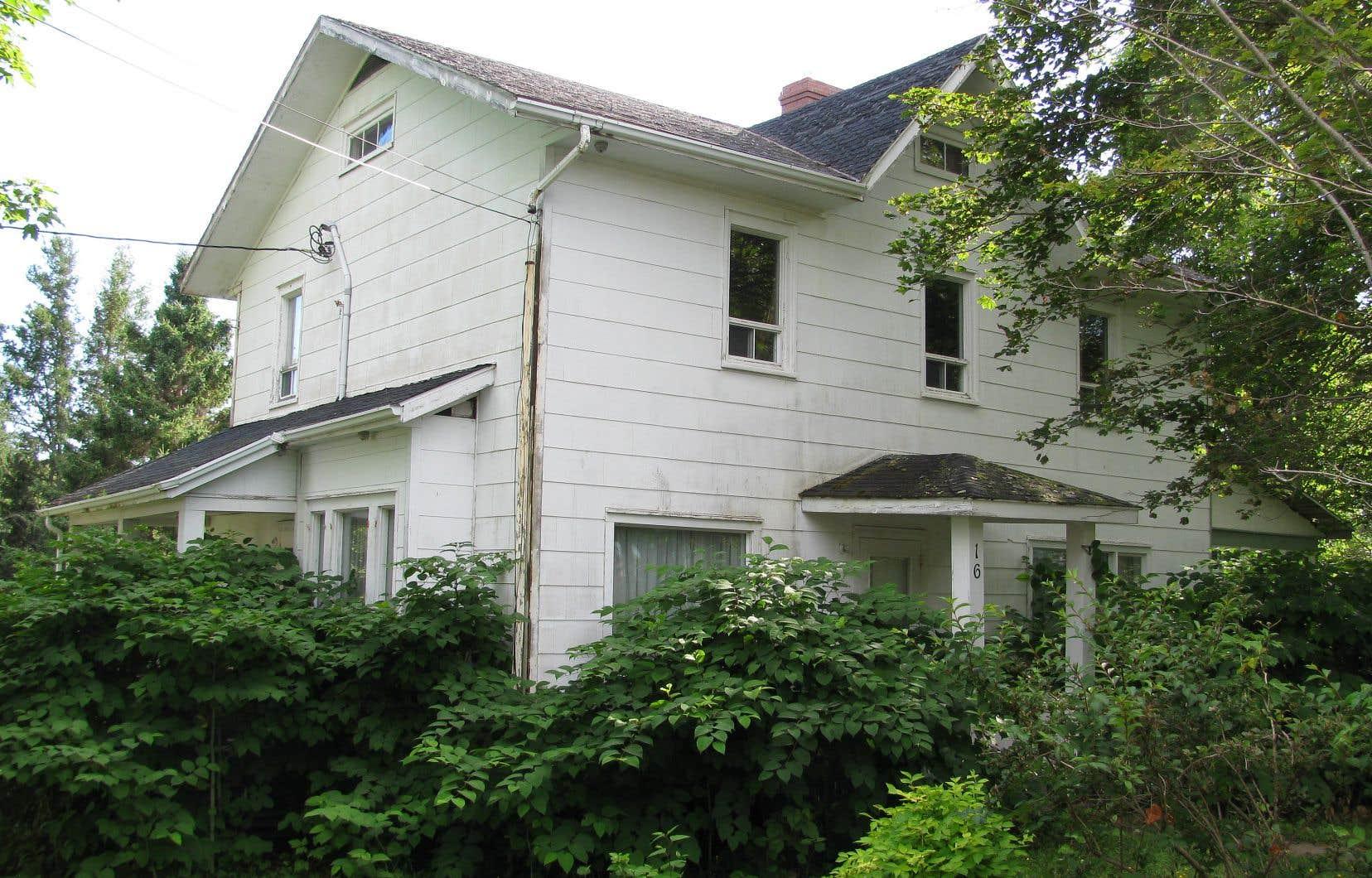 La maison dans laquelle l'ancien premier ministre québécois René Lévesque a passé une partie de son enfance, à New Carlisle, en Gaspésie, n'a pas fait l'objet de rénovations substantielles depuis de nombreuses années.