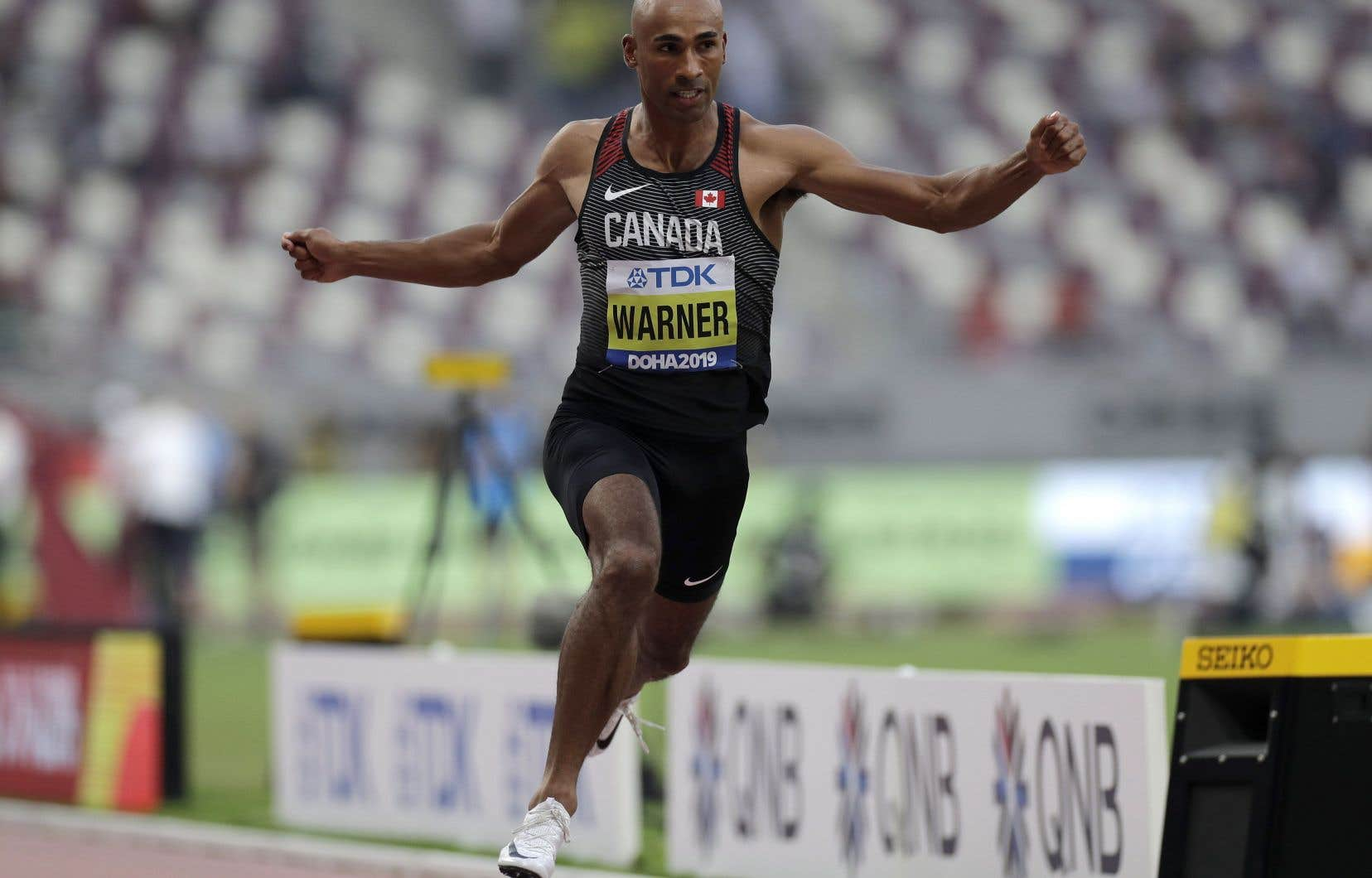 Damian Warner du Canada participe à la course de décathlon masculine de 100 mètres aux Championnats du monde d'athlétisme à Doha au Qatar.