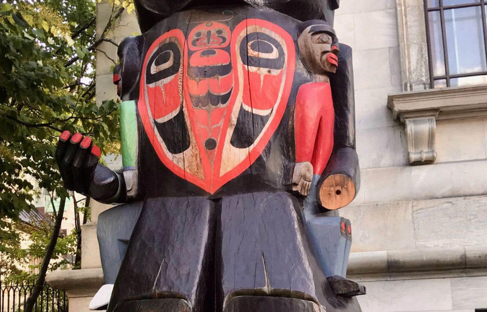 La main gauche du «Mât totémique du pensionnat», sculpté par l'artiste Charles Joseph et exposé depuis deux ans devant le Musée des beaux-arts de Montréal, avait été subtilisée le 20 septembre dernier.