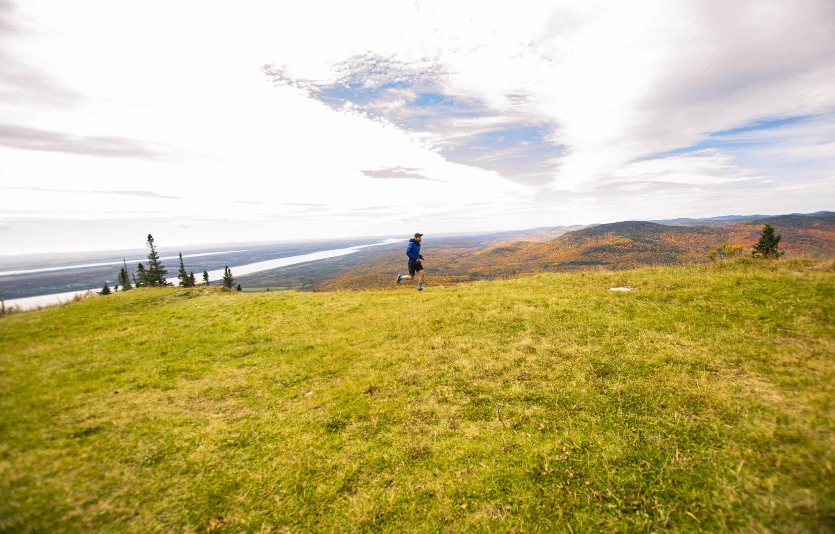 La Grande Virée des couleurs  au Mont-Sainte-Anne offre des points de vue uniques aux randonneurs.