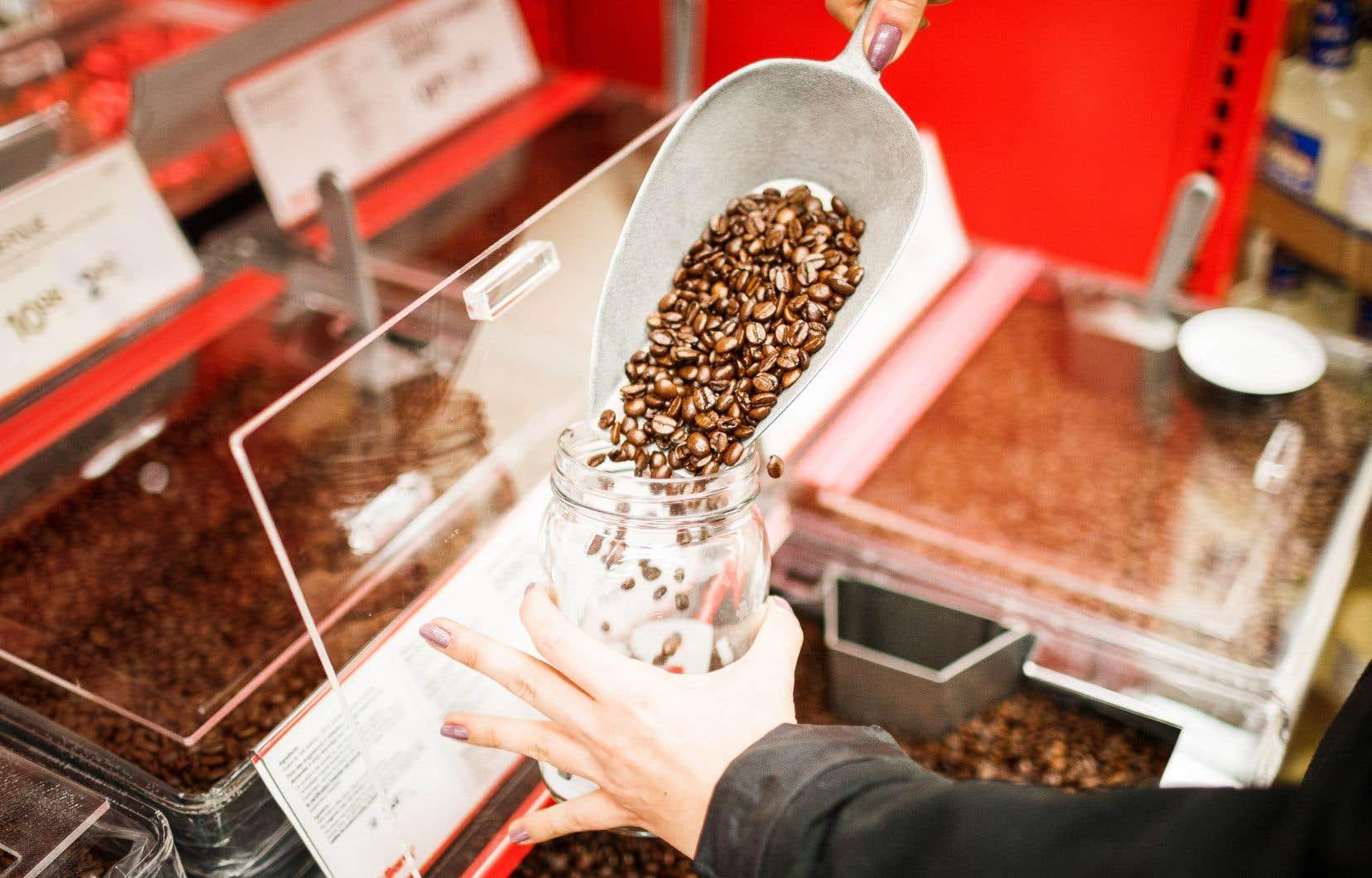 À l'heure actuelle, certains commerces permettent aux consommateurs d'acheter  en vrac  et d'utiliser  leurs propres contenants.