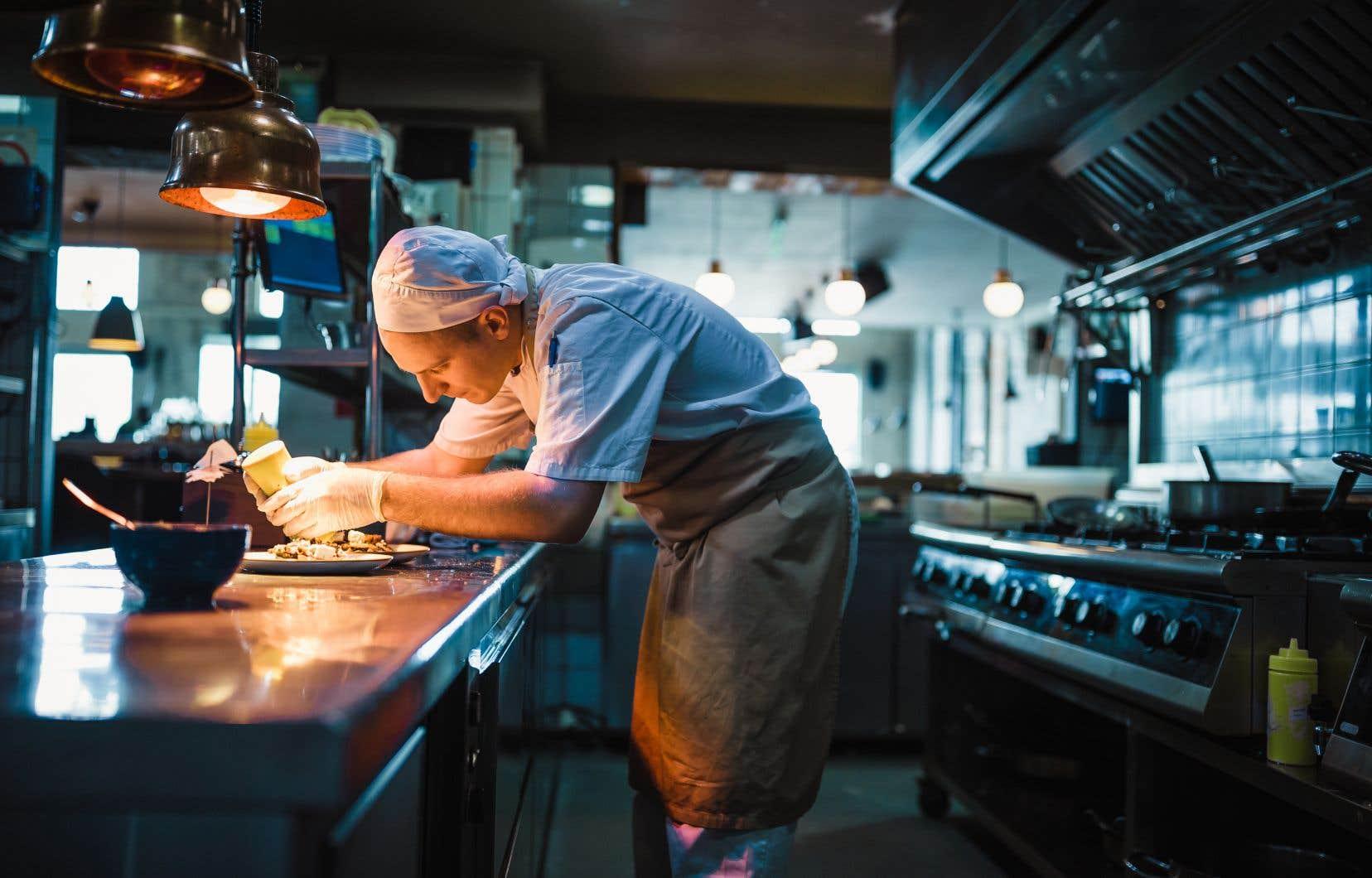«La situation de la restauration est éloquente, des restaurants ayant de la difficulté à trouver des cuisiniers», remarque l'auteur.