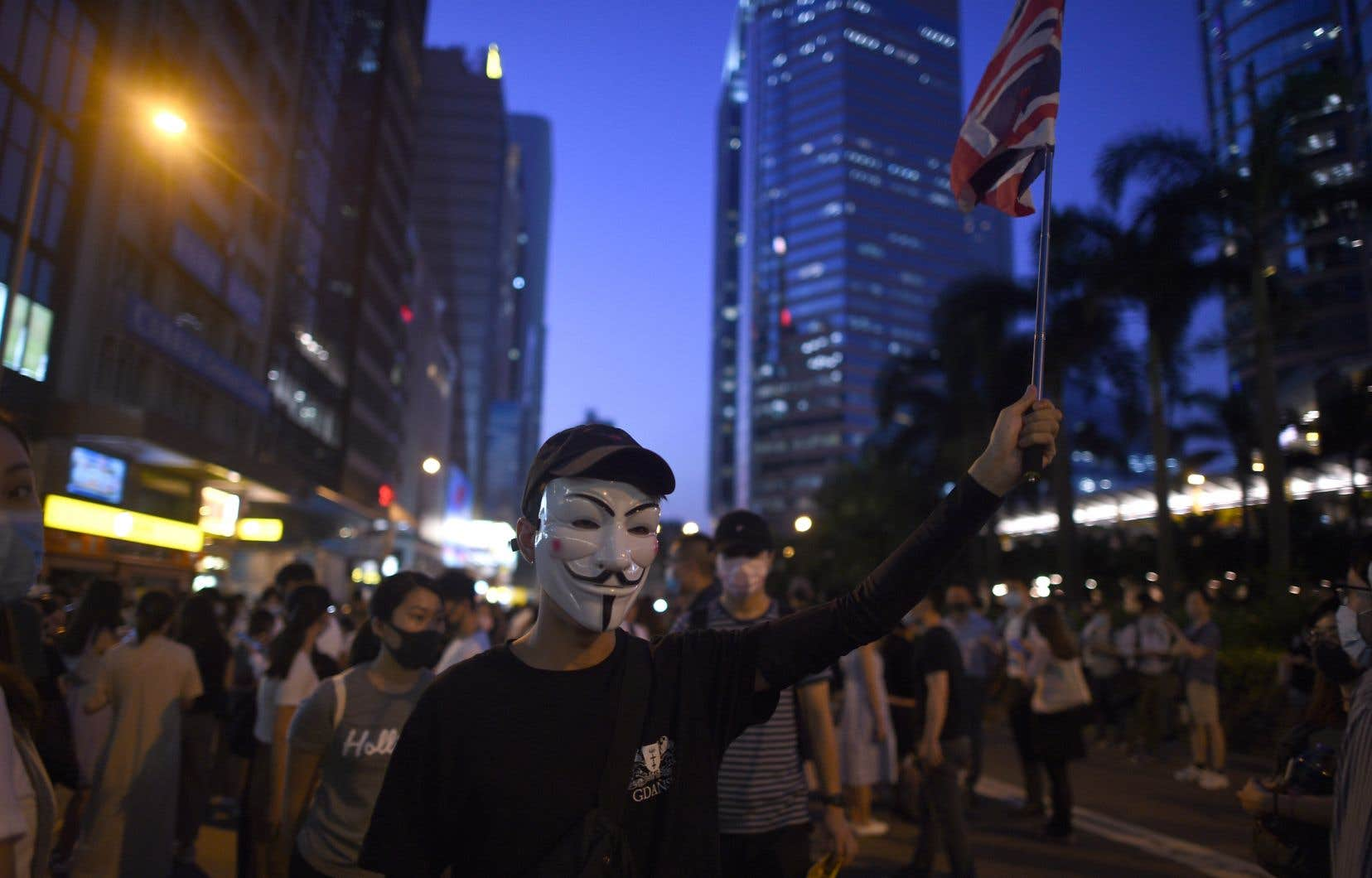 Pour ne pas être identifiés et éviter les poursuites judiciaires, les manifestants hongkongais ont depuis juin pris l'habitude de défiler le visage masqué.
