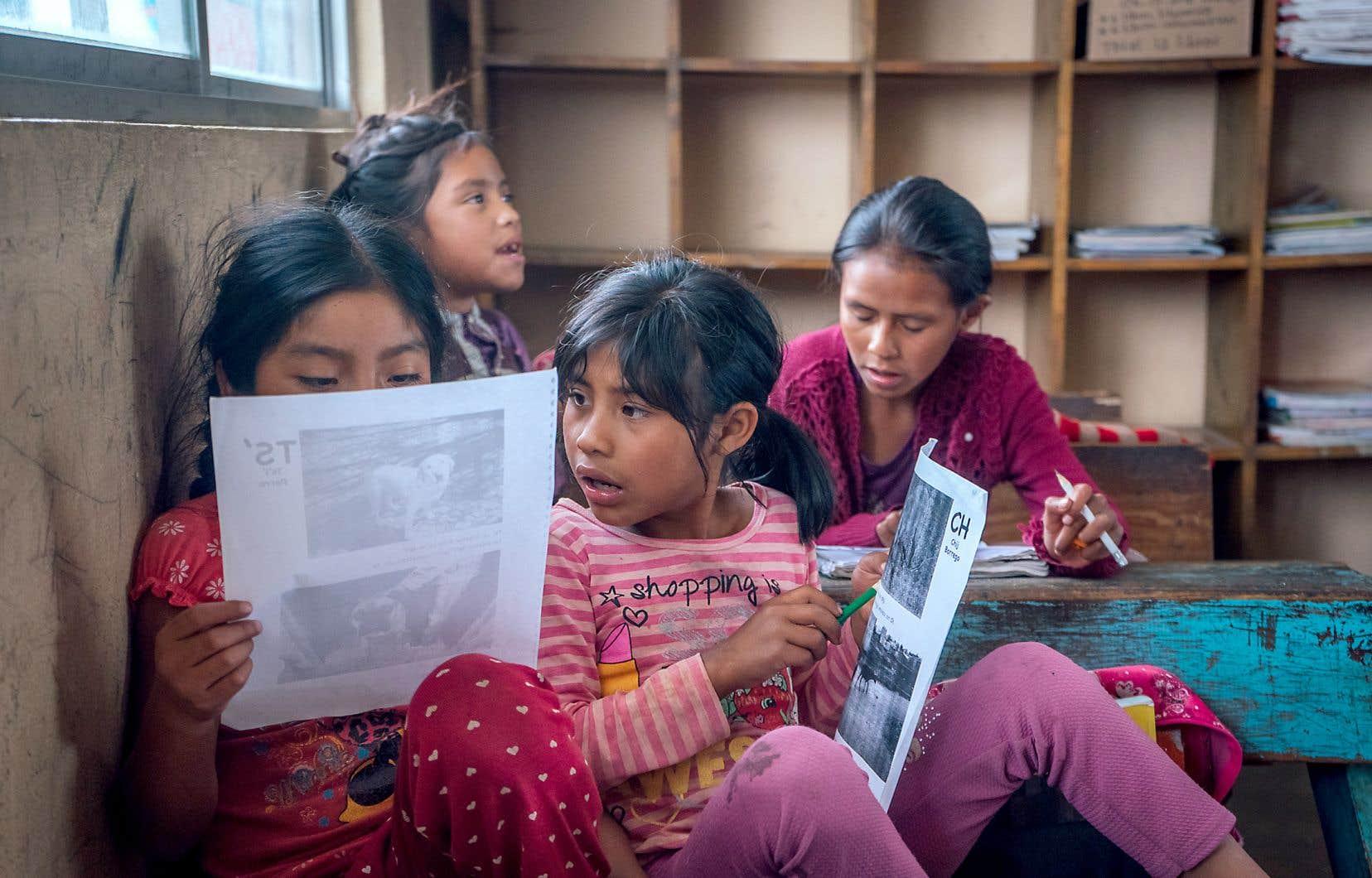 Visite de l'école autochtone et bilingue de Las Ollas, village tsotsil et non zapatiste de 1000 âmes