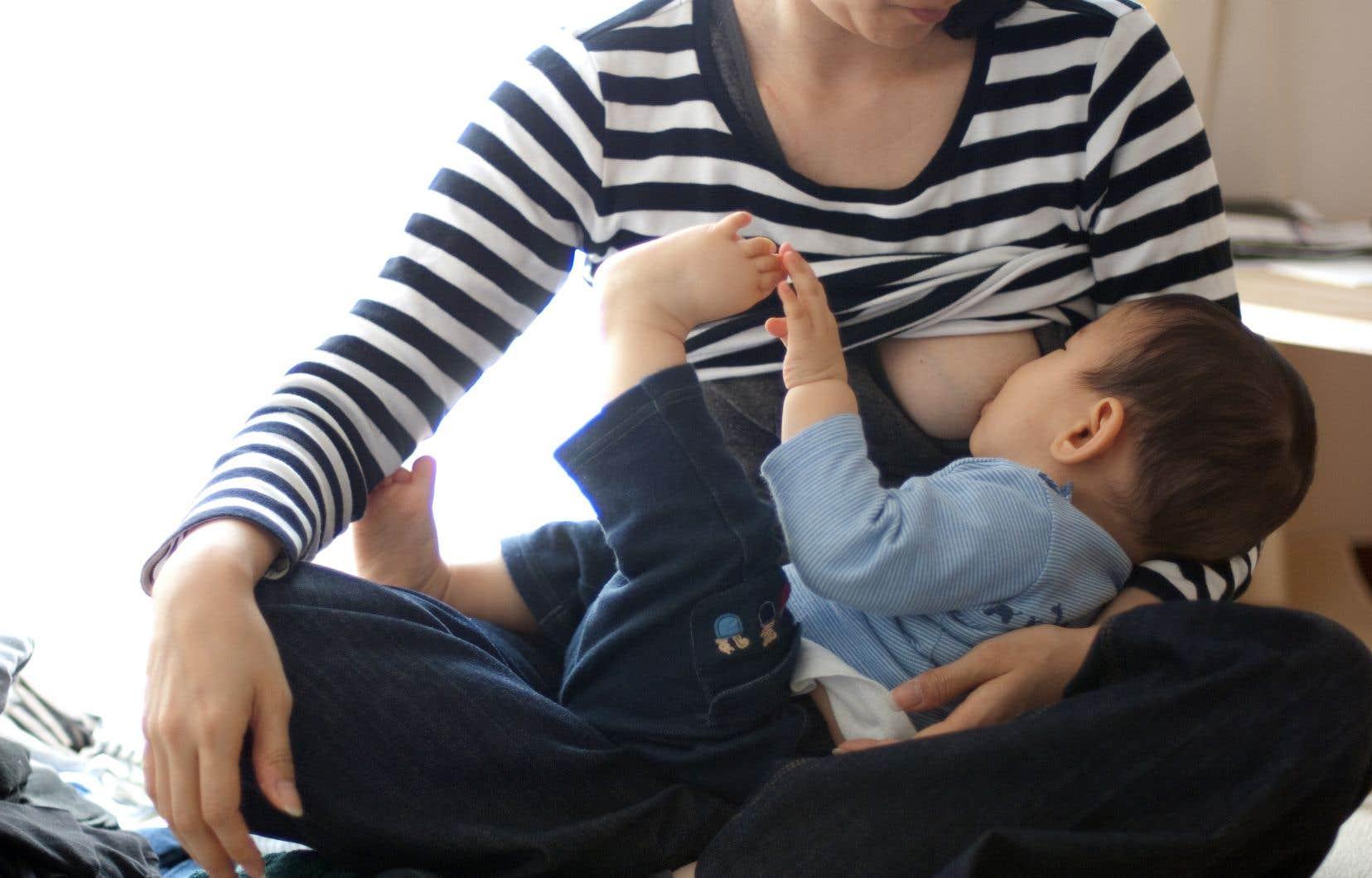«De tout temps les mères ont été soumises à de multiples injonctions concernant l'alimentation de leurs nourrissons», estime l'auteure.