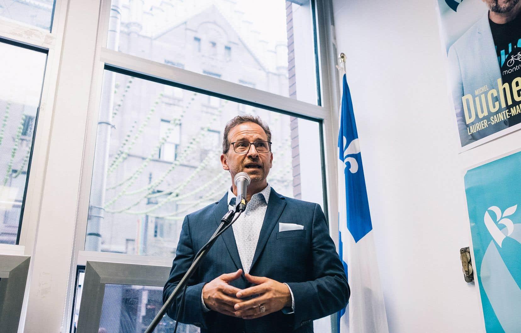 Le chef du Bloc québécois, Yves-François Blanchet, que l'on voit ici dans un local électoral de Montréal en août dernier, n'est pas contre les projets de gazoduc de GNL Québec et du 3e lien de Québec.