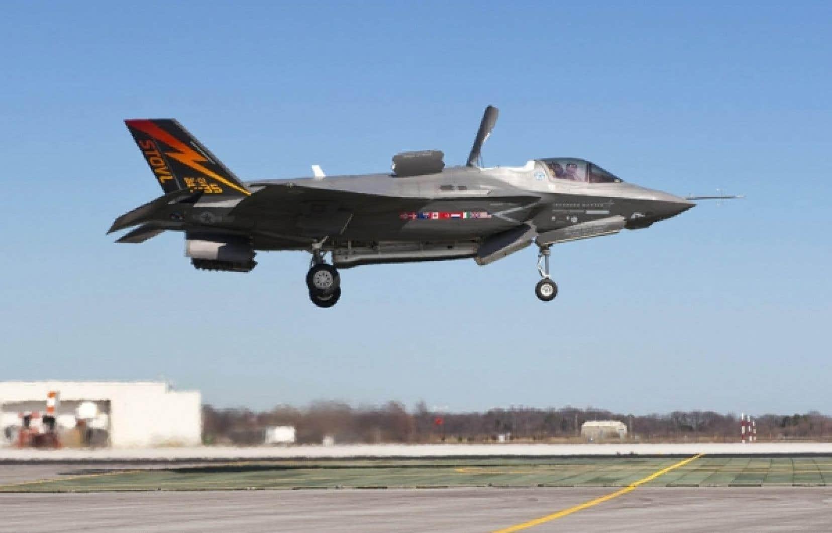 Alan Williams estime, contrairement au gouvernement Harper, que le F-35 n&rsquo;est pas &laquo;le meilleur avion au meilleur prix&raquo;.<br />