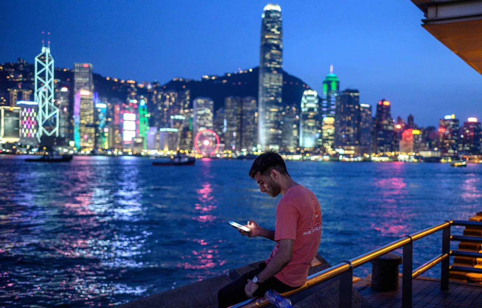 La distance entre les vendeurs et leurs clients a été réduite par la mondialisation des marchés et les nouvelles technologies numériques.