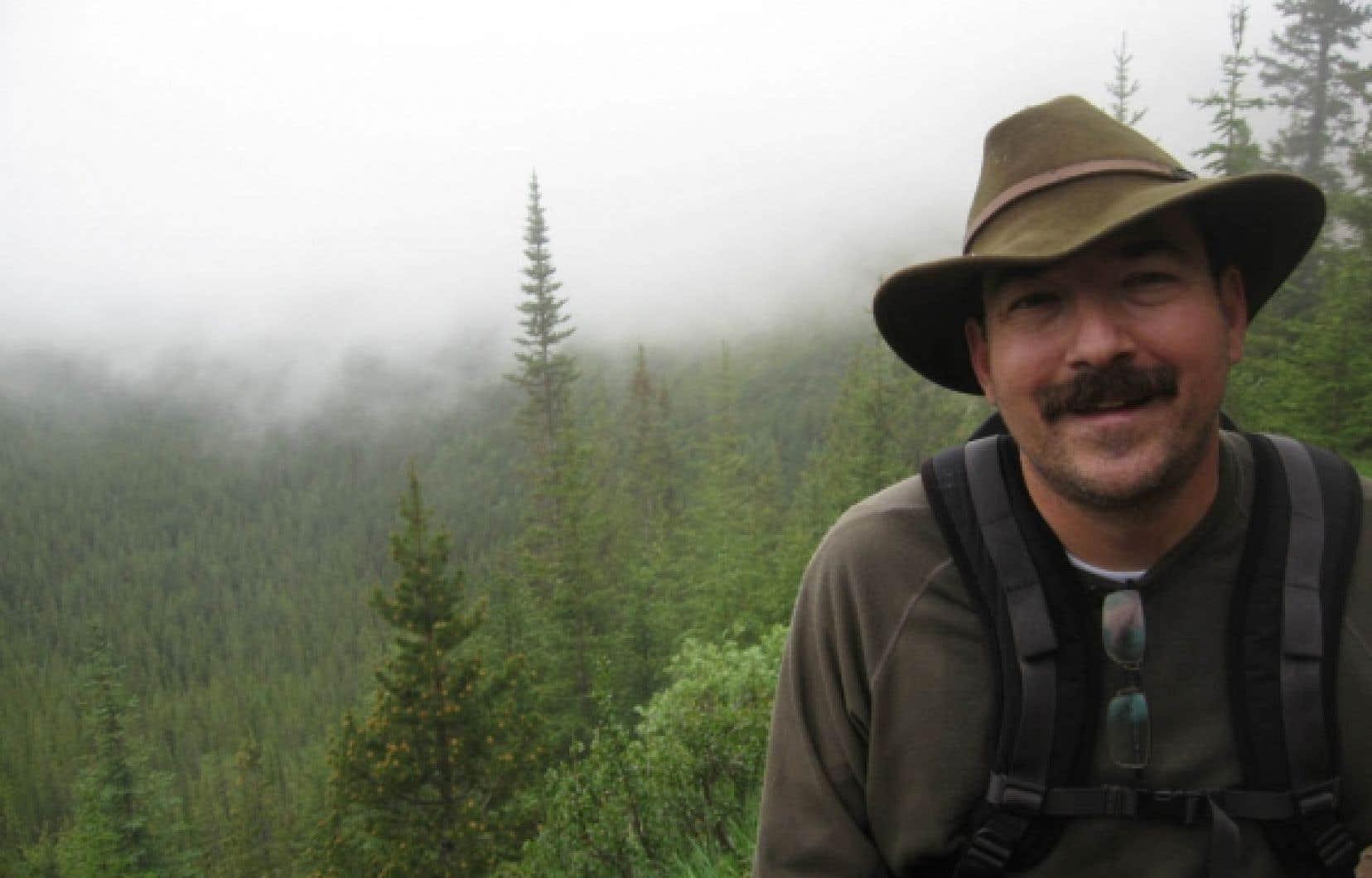 Christian Messier entreprend un nouveau chapitre de sa carrière avec la Chaire CRSNG/Hydro-Québec sur le contrôle de la croissance de l'arbre.<br />