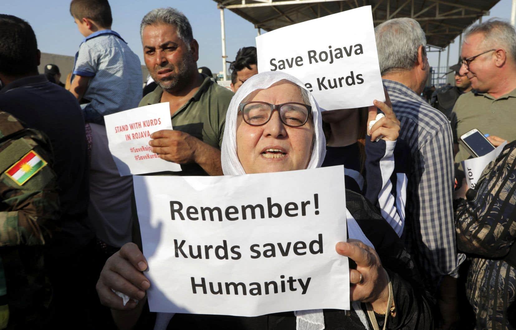 Des Kurdes ont manifesté en Irak pour rappeler le rôle de la milice kurde en Syrie dans le combat contre l'EI.