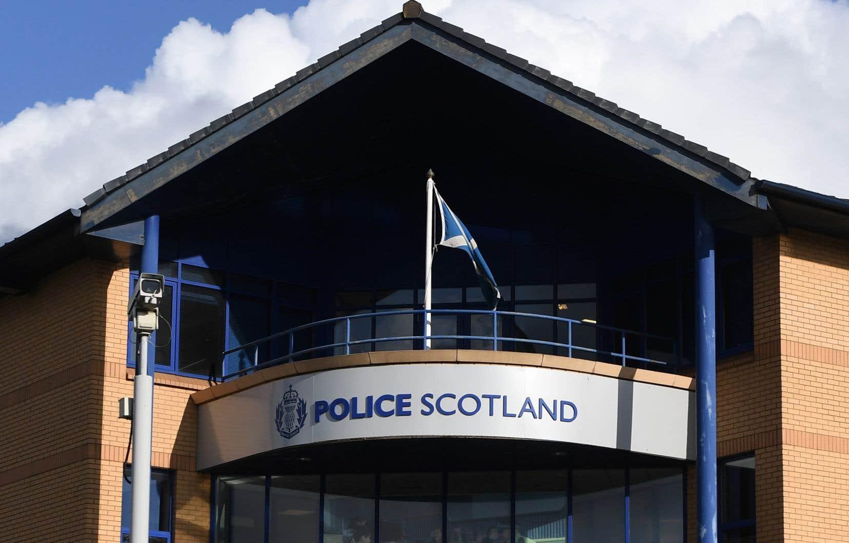 «À la suite des résultats de ces tests, il a été confirmé que l'homme arrêté n'est pas l'homme suspecté de crimes en France», a indiqué la police écossaise dans un communiqué,