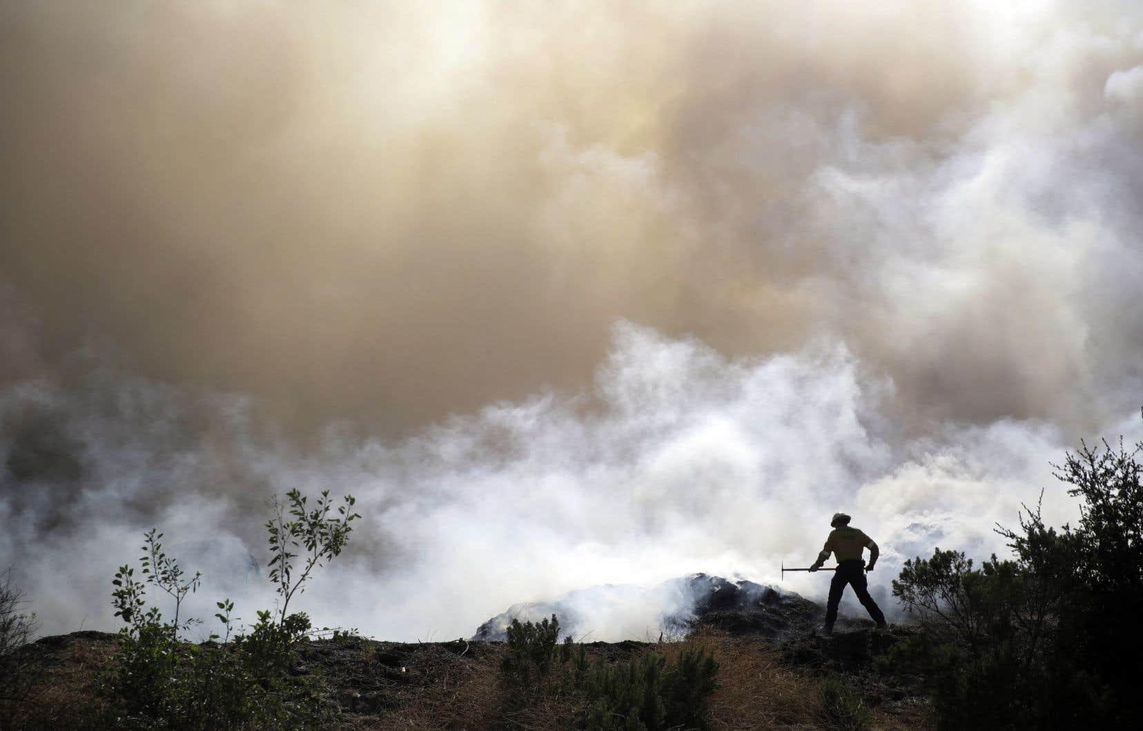 «Malheureusement, c'est vrai, la saison des incendies est plus longue. Avant on avait l'habitude qu'elle dure trois ou quatre mois, désormais on a des situations comme celle-ci tout au long de l'année», explique Al Poirier, officier des pompiers de Los Angeles.