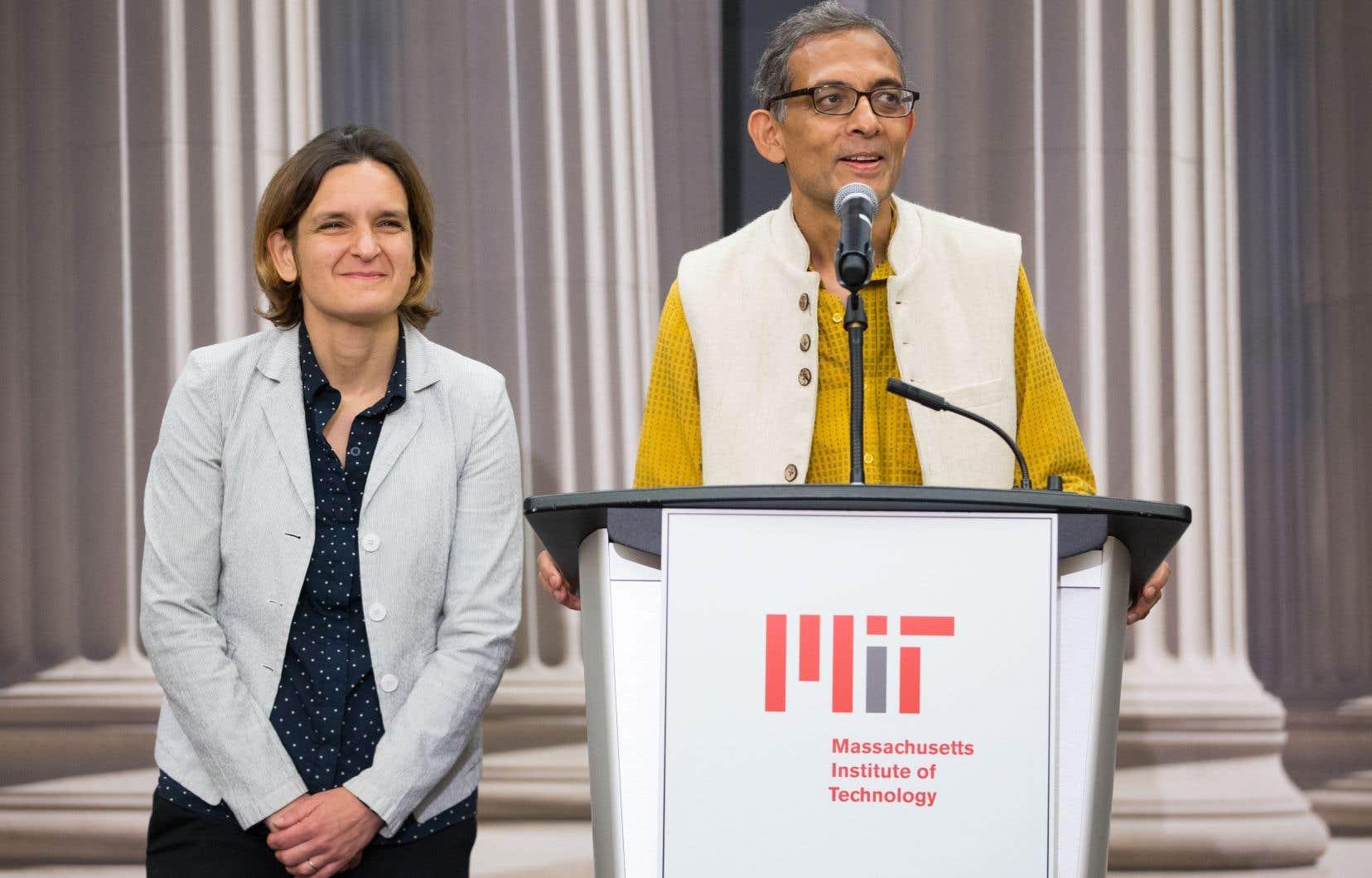 Esther Duflo et Abhijit Banerjee, deux des trois récipiendaires