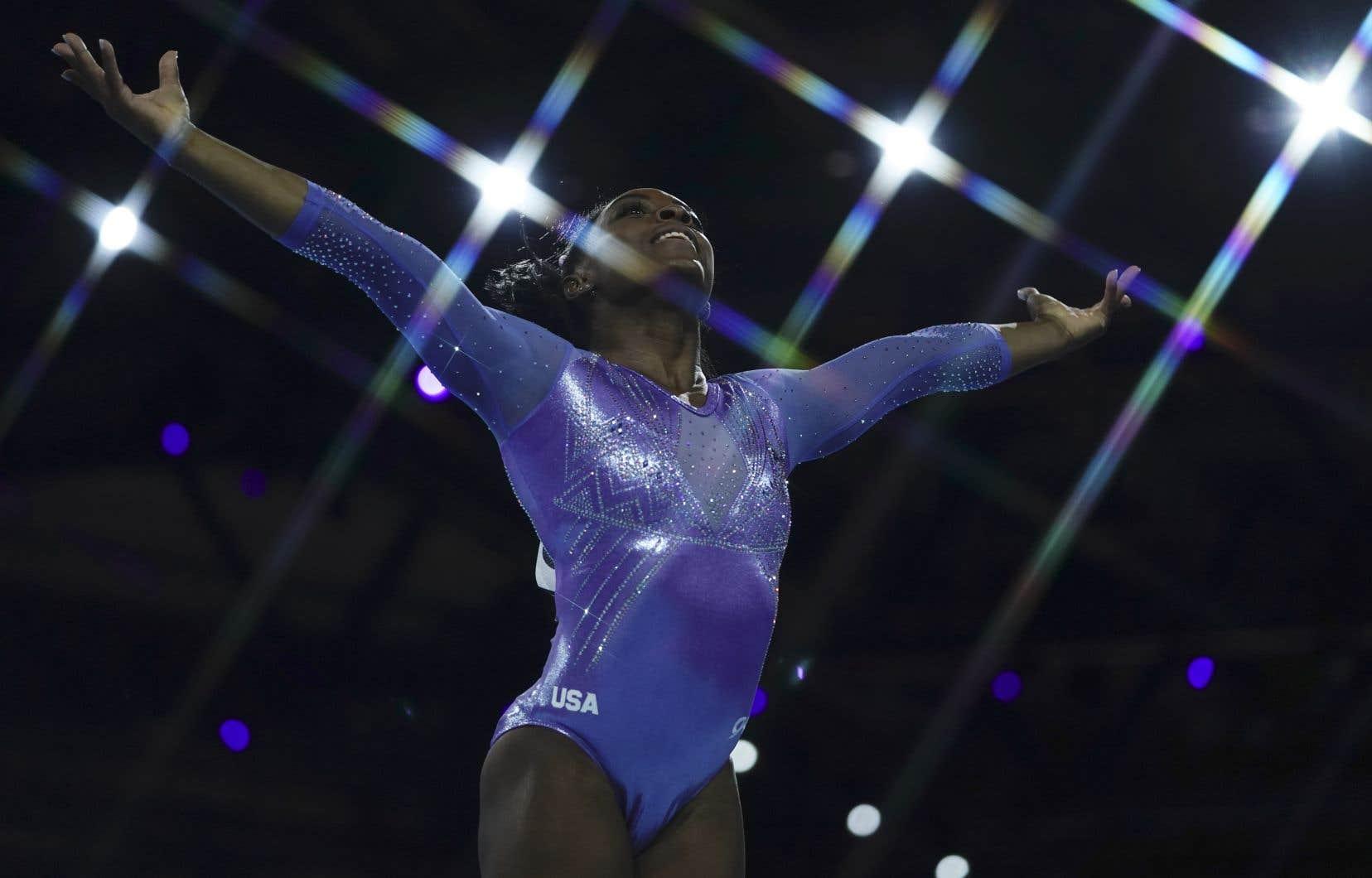 Biles n'est pas seulement extrêmement talentueuse. Elle a la personnalité d'une vedette olympique.