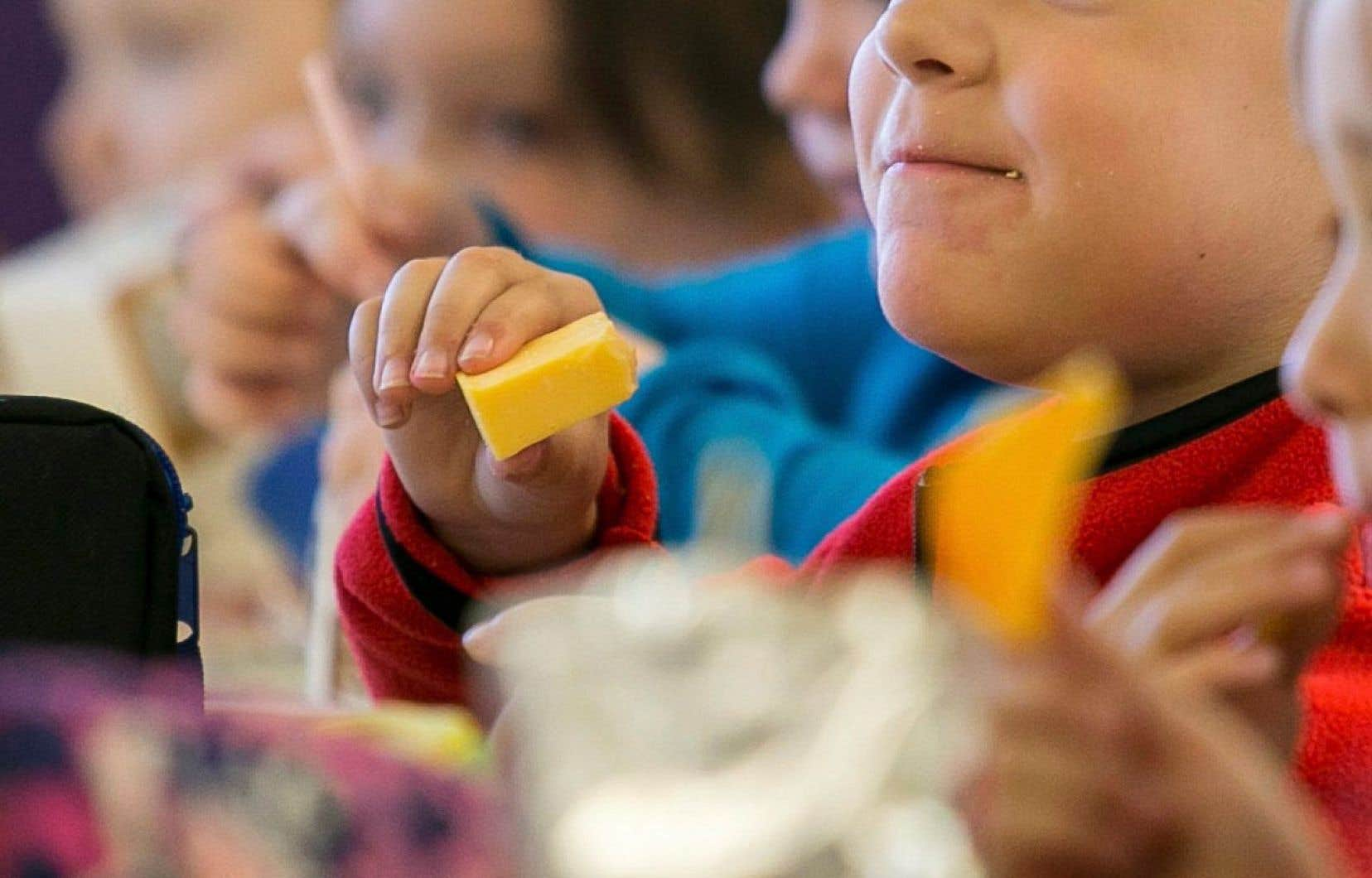 Le surpoids et l'obésité connaissent un développement rapide, avec 40millions de jeunes enfants touchés, y compris dans les pays pauvres.