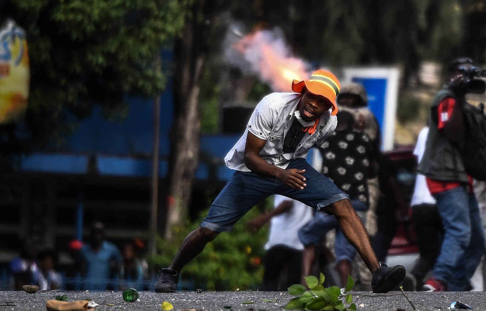 La crise politique, économique et sociale qui secoue Haïti depuis plus d'un an ne semble pas en passe d'être résolue.