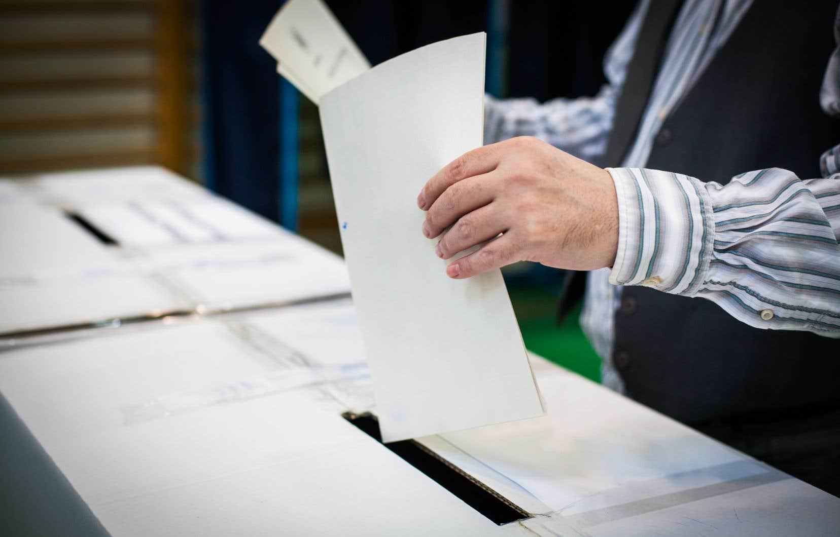 Les élections scolaires sont maintenues dans les communautés anglophones.