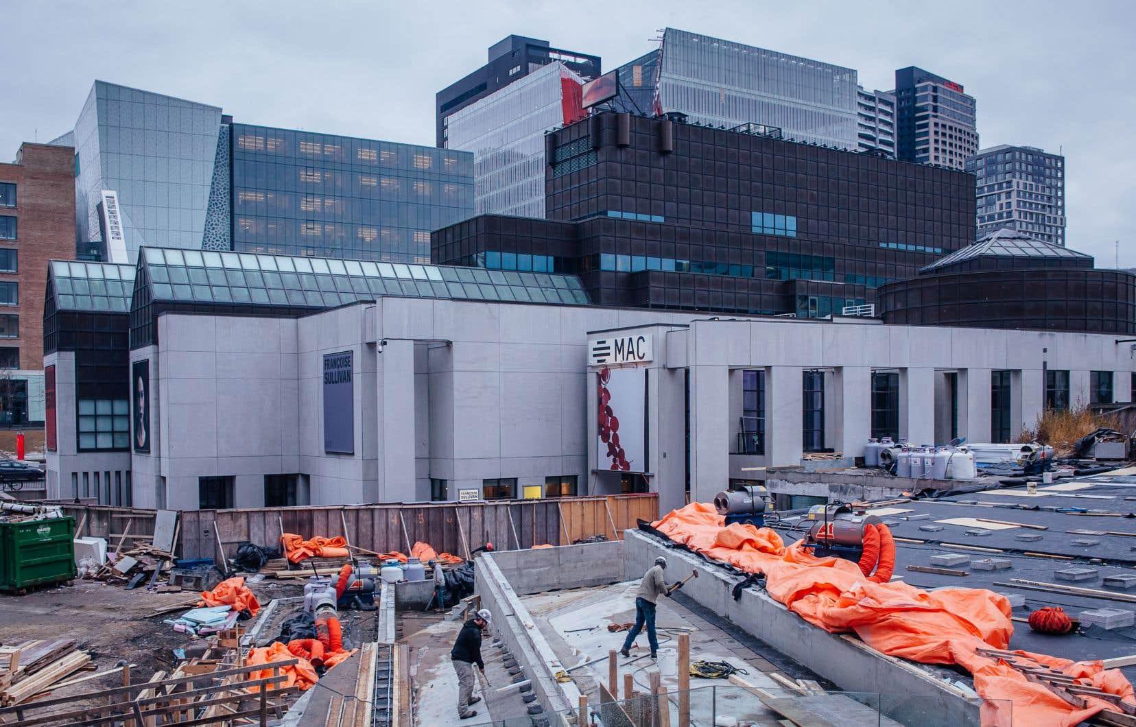 Des travaux de réfection sur l'esplanade de la Place des Arts forcent le Musée d'art contemporain de Montréal à déplacer une partie de ses collections.