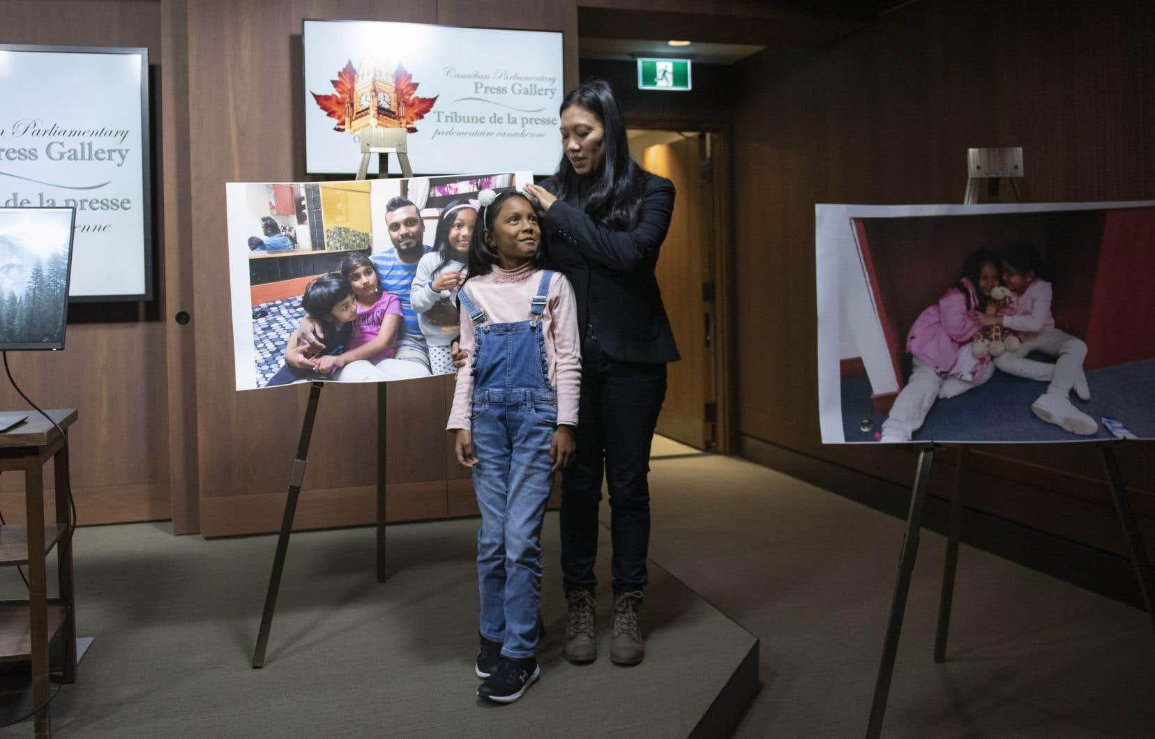 Vanessa Mae Rodel et sa fille de 7 ans Keana Kellapatha ont participé à une conférence de presse à Ottawa, le mercredi 16 octobre 2019.