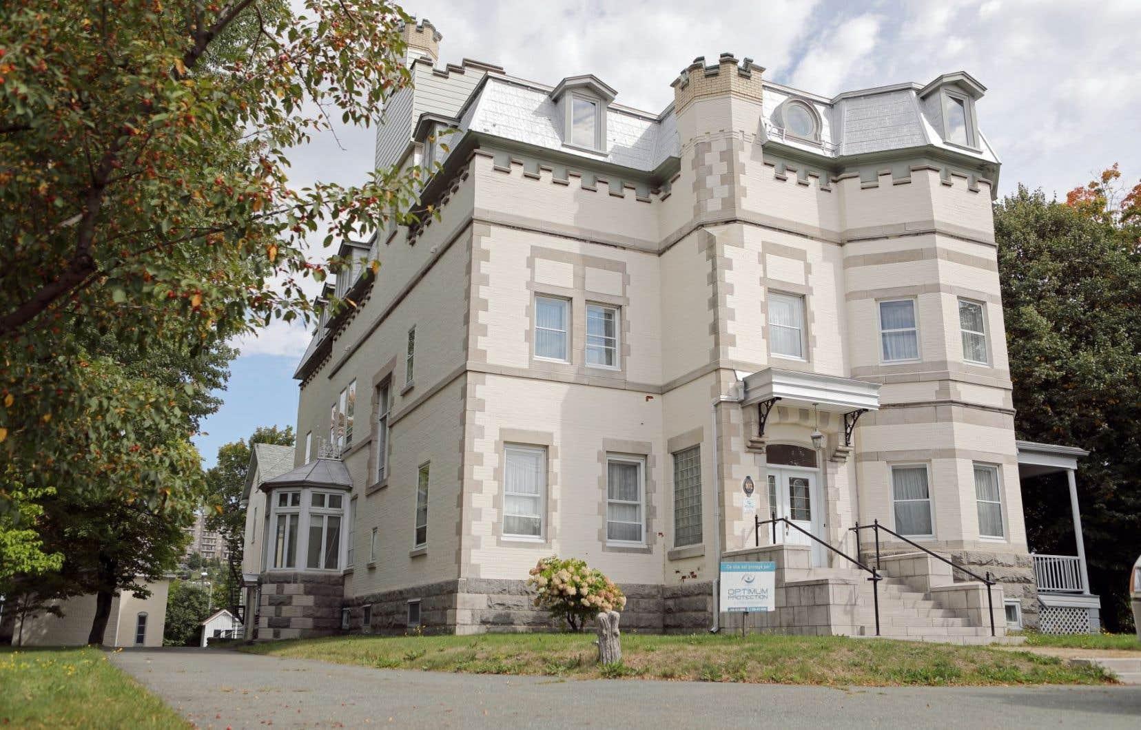 Le Château Beauce, dessiné par l'architecte Jean-Omer Marchand, a été construit en 1903-1904.