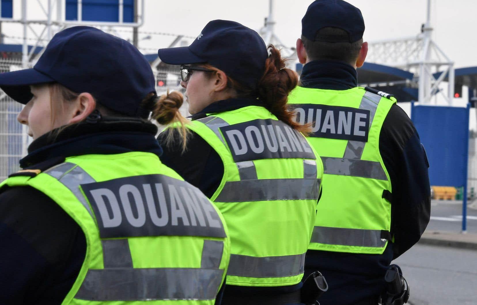 De Washington, où il participe aux réunions annuelles du FMI, le ministre français des Finances, Bruno Le Maire, a lancé un avertissement à l'administration Trump juste avant l'entrée en vigueur de ces tarifs.