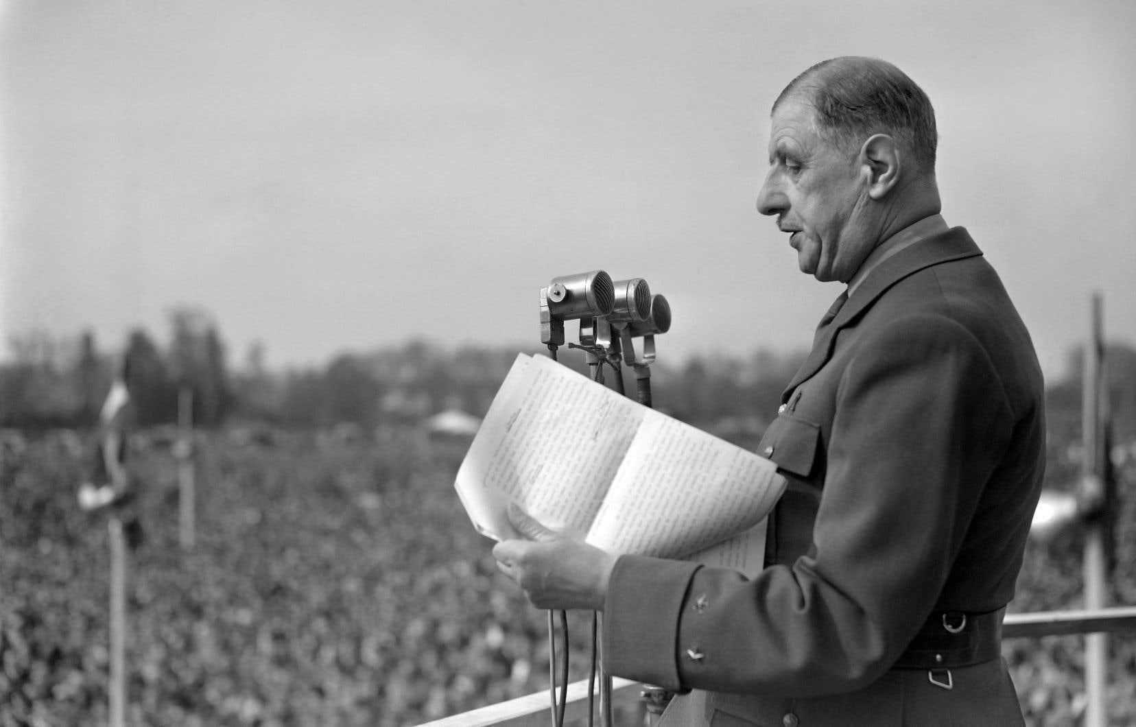 Charles de Gaulle, le fondateur et président du Rassemblement pour le peuple français (RPF), prononce un discours le 1er mai 1951.