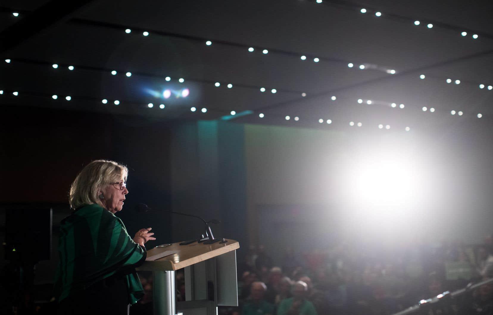 «Le Canada est l'un des tout derniers pays libres et prospères du monde à utiliser encore le système désuet du scrutin uninominal à un tour», a déclaré la cheffe de Parti vert , ElizabethMay, par voie de communiqué.