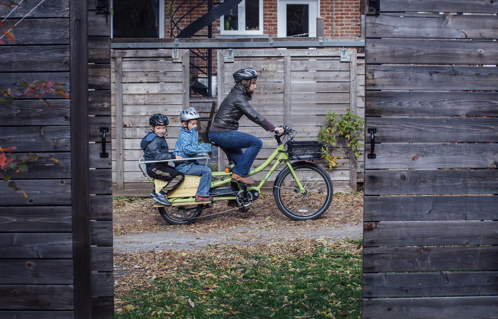 Une flotte composée de vélos-cargos électriques et de remorques, pour déplacer enfants ou matériel, est mise à la disposition des membres, qui habitent dans un rayon de cinq minutes de marche.