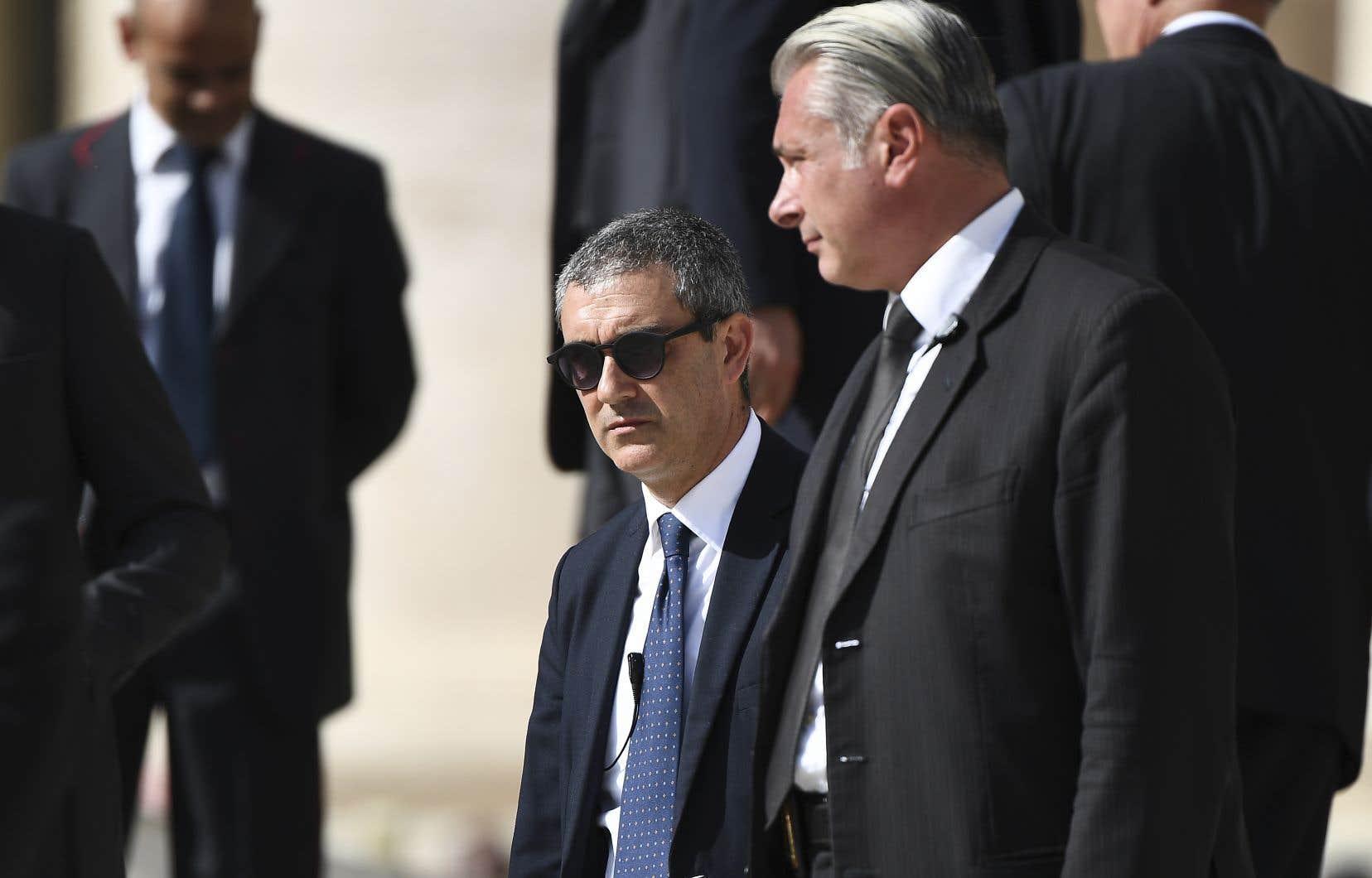 Embarrassé, le pape François s'est séparé lundi de son garde du corps et chef de la gendarmerie vaticane, Domenico Giani, remplacé par Gianluca Gauzzi Broccoletti (à gauche).