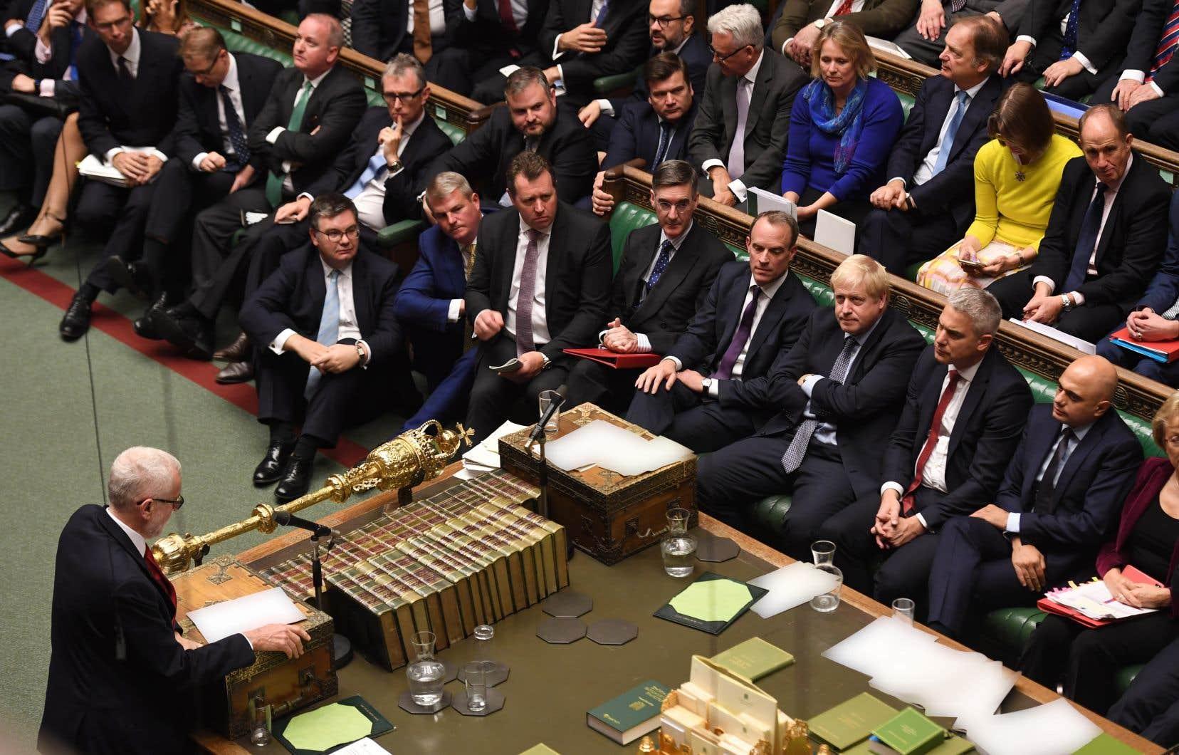 Les députés britanniques ont adopté samedi un amendement qui reporte l'approbation du Parlement de l'accord de Brexit, le temps que soit adoptée toute la législation nécessaire à sa mise en oeuvre.