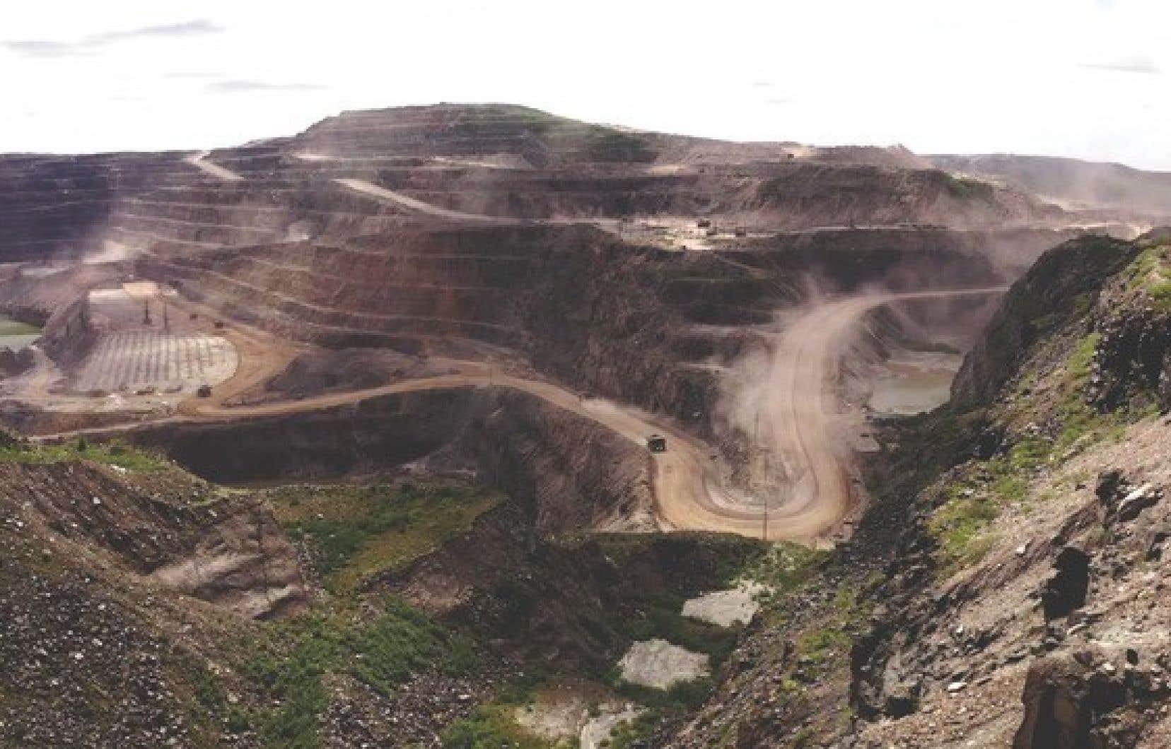 La mine de Mont-Wright, en activité 24 heures sur 24, 365 jours par année.