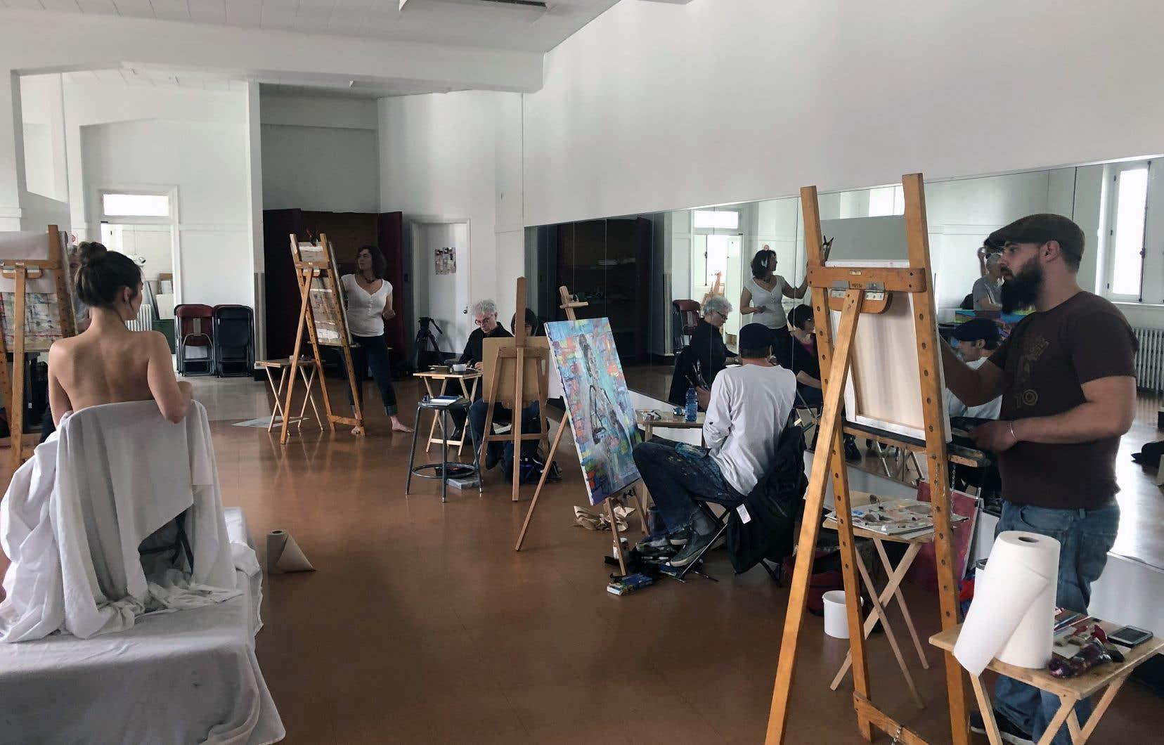 Dans l'épisode sur la nudité, l'animatrice Maripier Morin pose dévêtue dans un atelier d'artistes pour apprendre à accepter son corps.