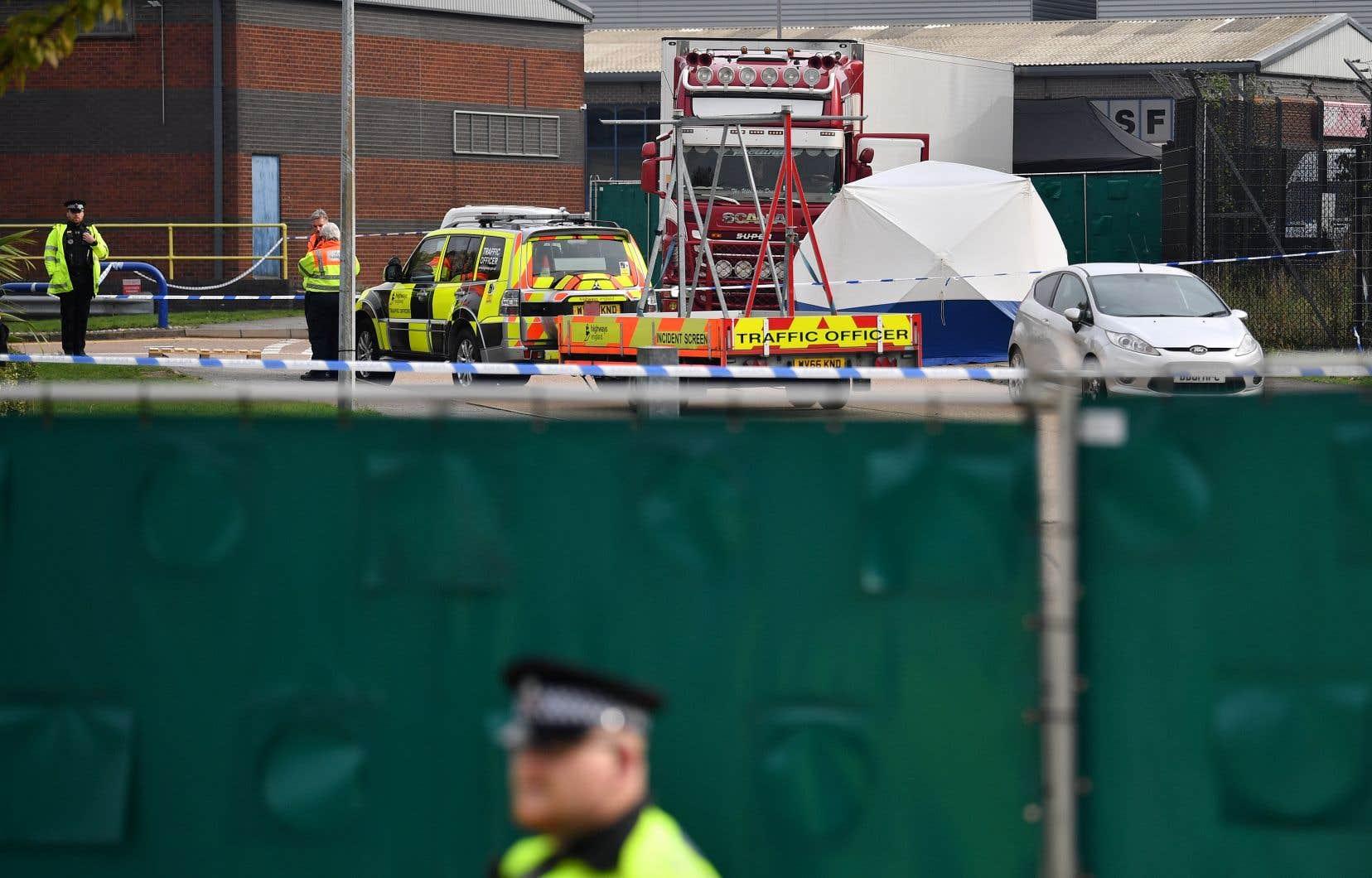 Un dispositif de sécurité a été mis en place et les accès de la zone industrielle de Waterglade, où le camion a été découvert, ont été fermés.