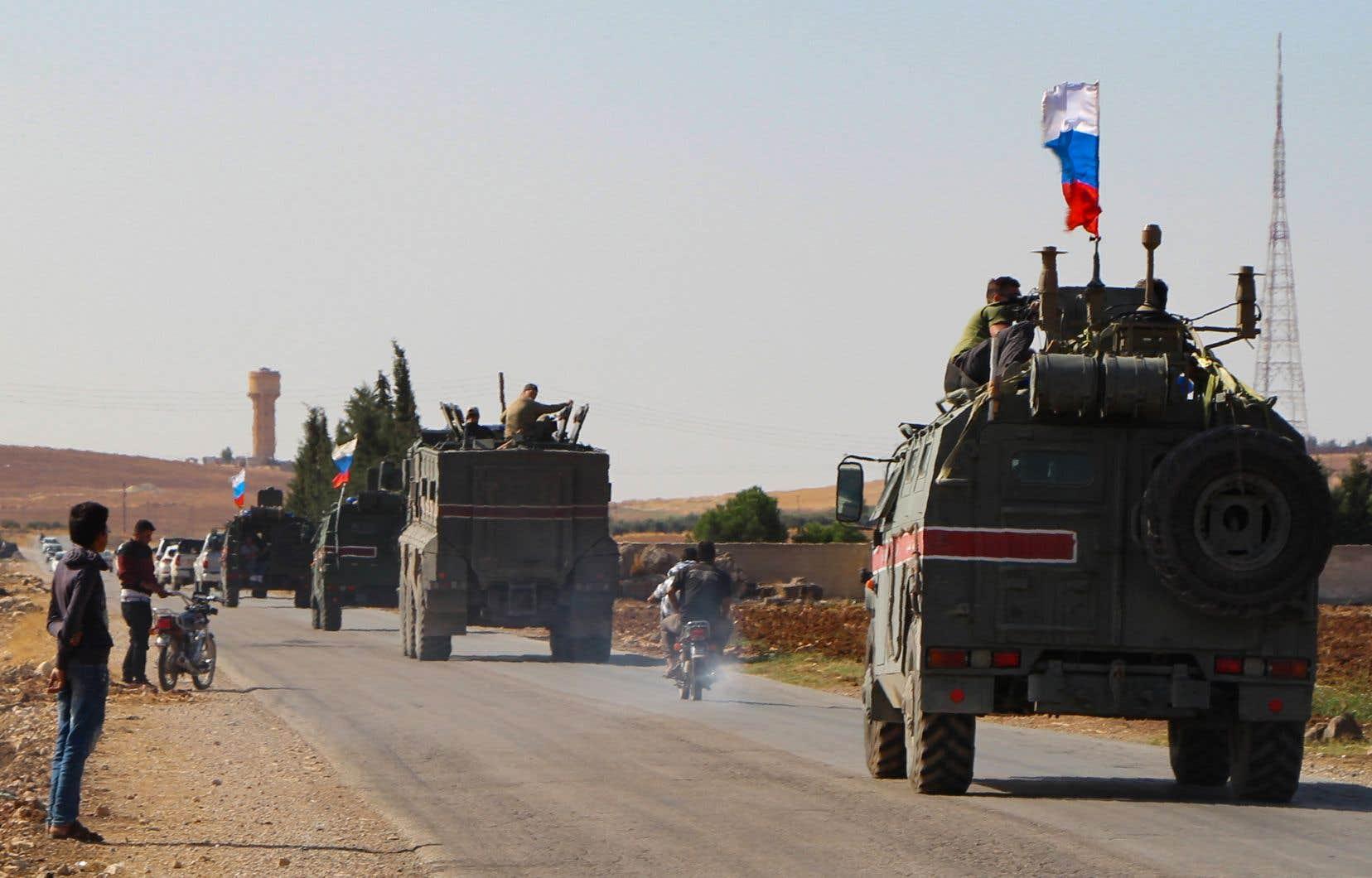 Les forces russes, déjà présentes en Syrie où elles appuient l'armée du président Bachar al-Assad, ont franchi l'Euphrate mercredi.