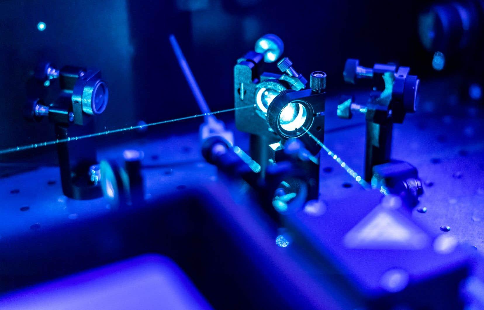 À l'aide de la spectroscopie ultrarapide, le physicien Samuel Beaulieu travaille à immortaliser des électrons.