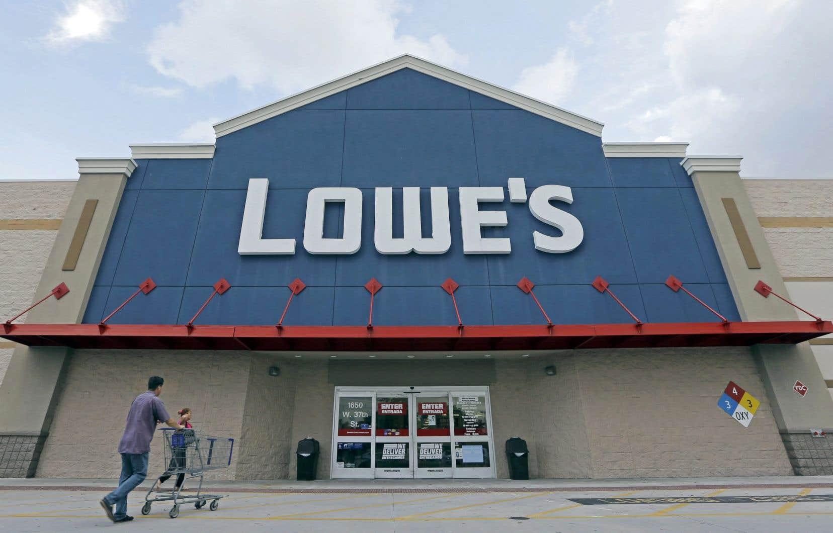 Une semaine après avoir nié vouloir délocaliser 200 emplois en technologies de l'information de son siège social canadien de Boucherville vers l'Inde, Lowe's a décidé de supprimer environ 60 postes en comptabilité.